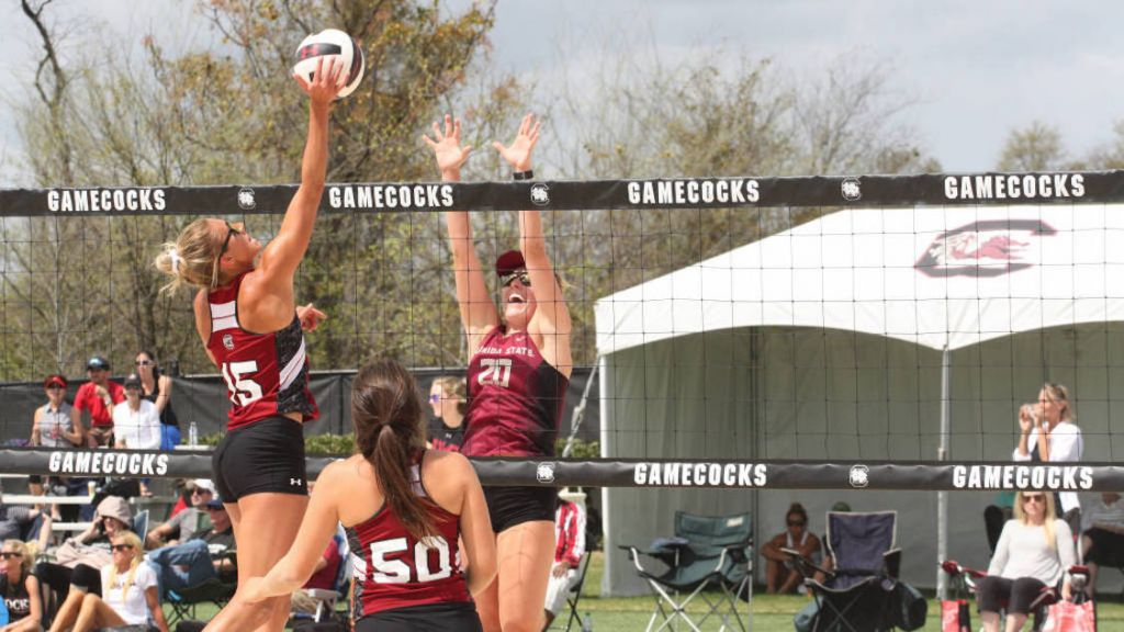 Beach Volleyball Finishes 4-1 in Miami