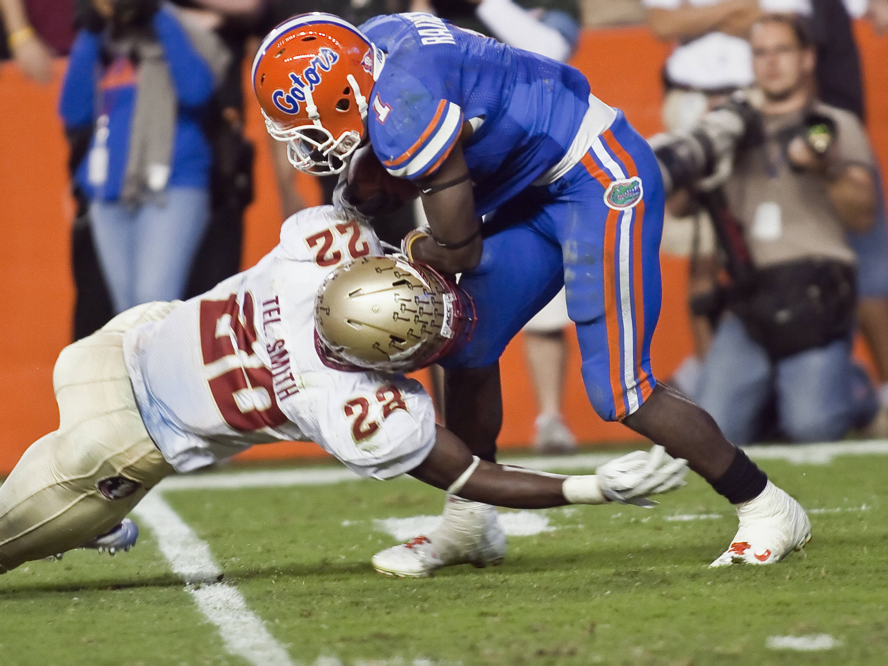 Telvin Smith (22) with a tackle for a loss, FSU vs Florida, 11/26/2011