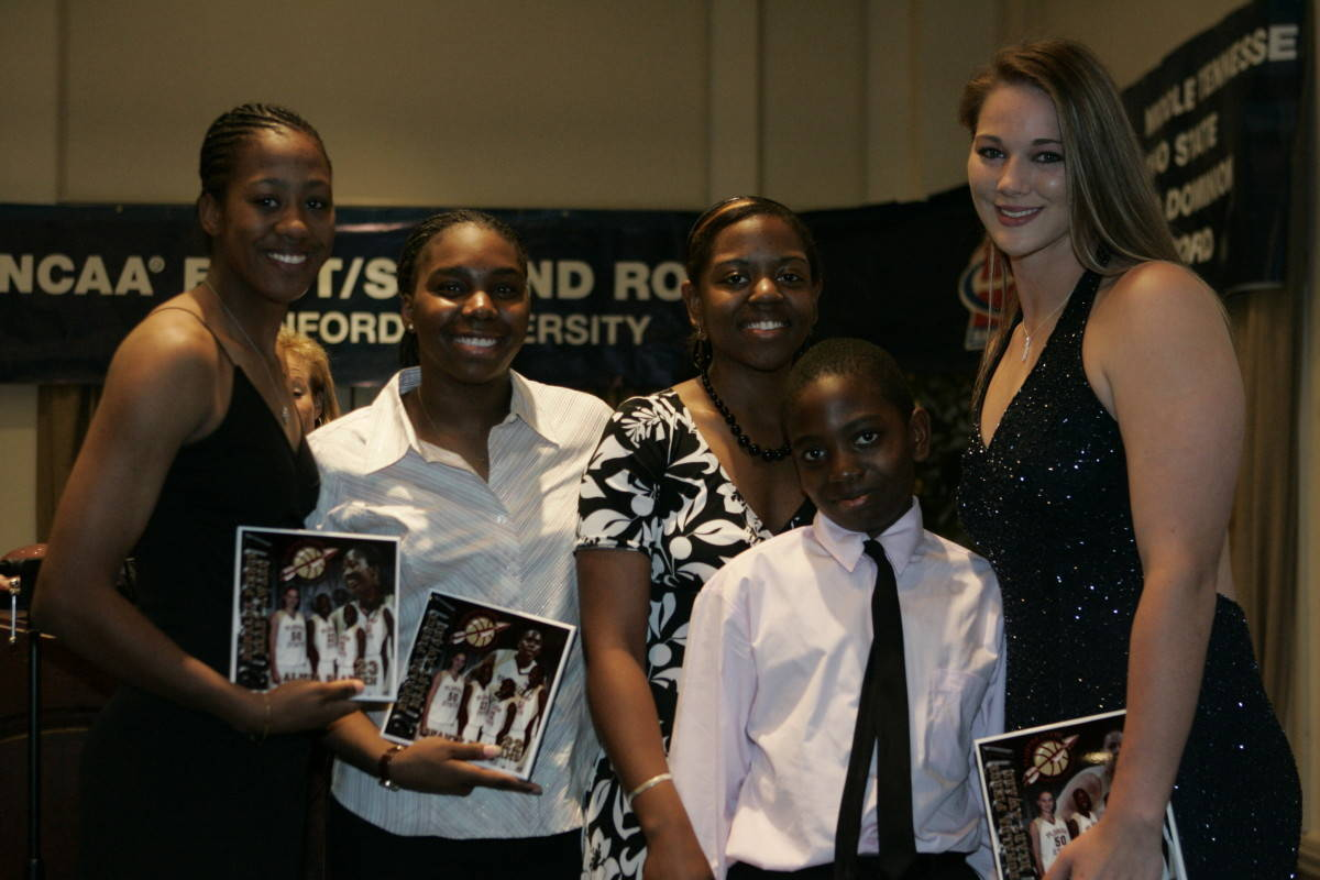 Members of Ronalda Pierce's recruiting class, Alicia Gladden, Shante Williams and Nikki Anthony were honored with the Ronalda Pierce Heart Award. They are pictured here with Ronalda's siblings, Roshunda and DeAndre.