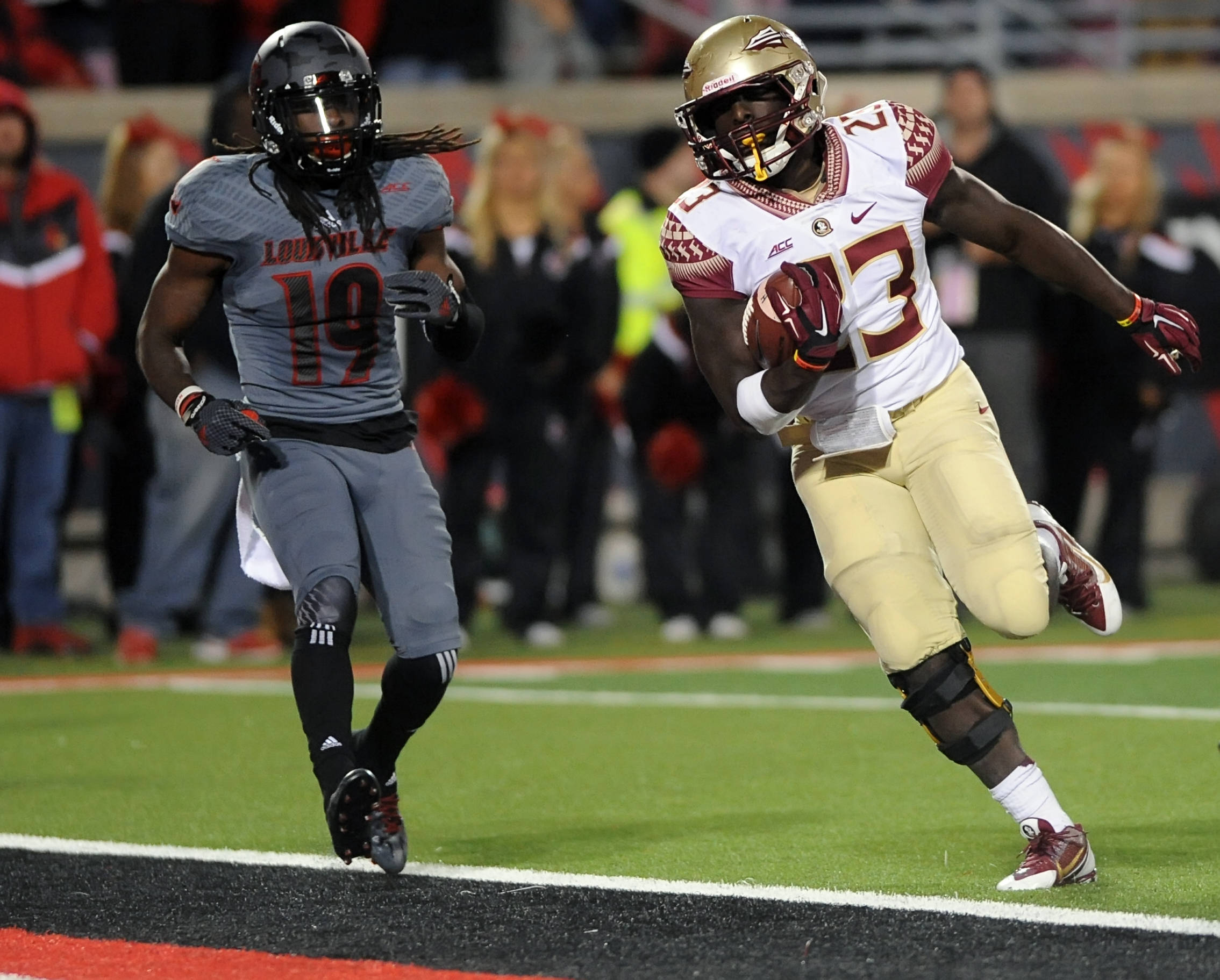 Freddie Stevenson seals the win for the Seminoles late in the game
