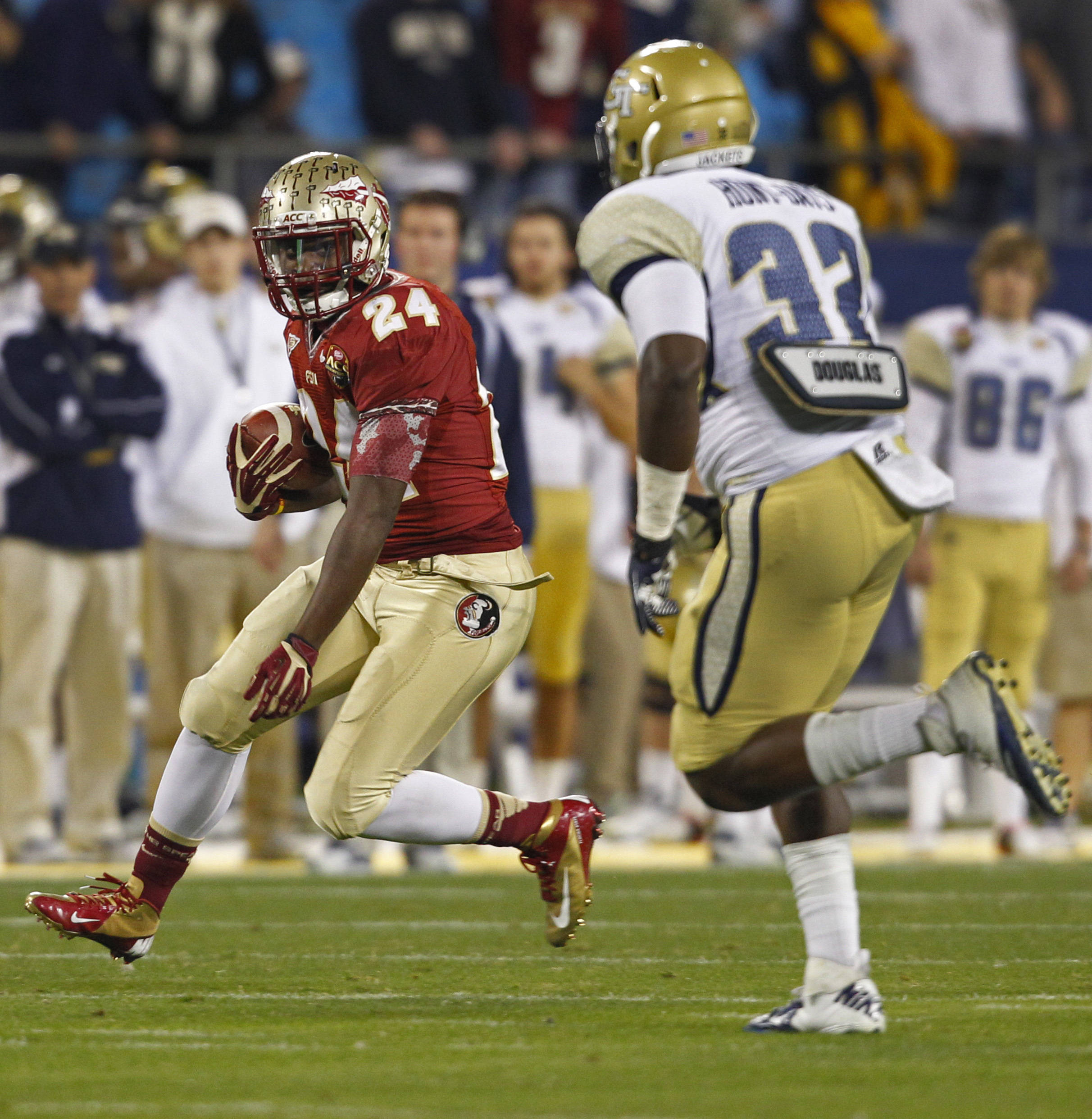 Florida State's Lonnie Pryor (24) runs past Georgia Tech's Jabari Hunt-Days (32) during the first half. (AP Photo/Chuck Burton)