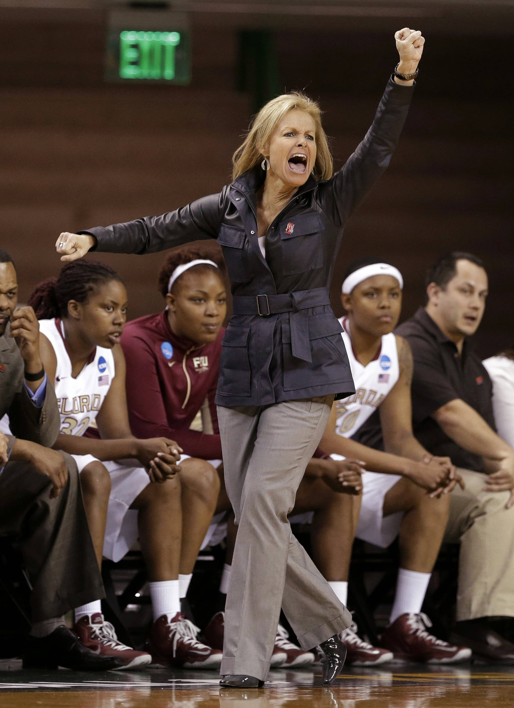 Florida State head coach Sue Semrau  instructs her team. FSU won 60-44. (AP Photo/Tony Gutierrez)