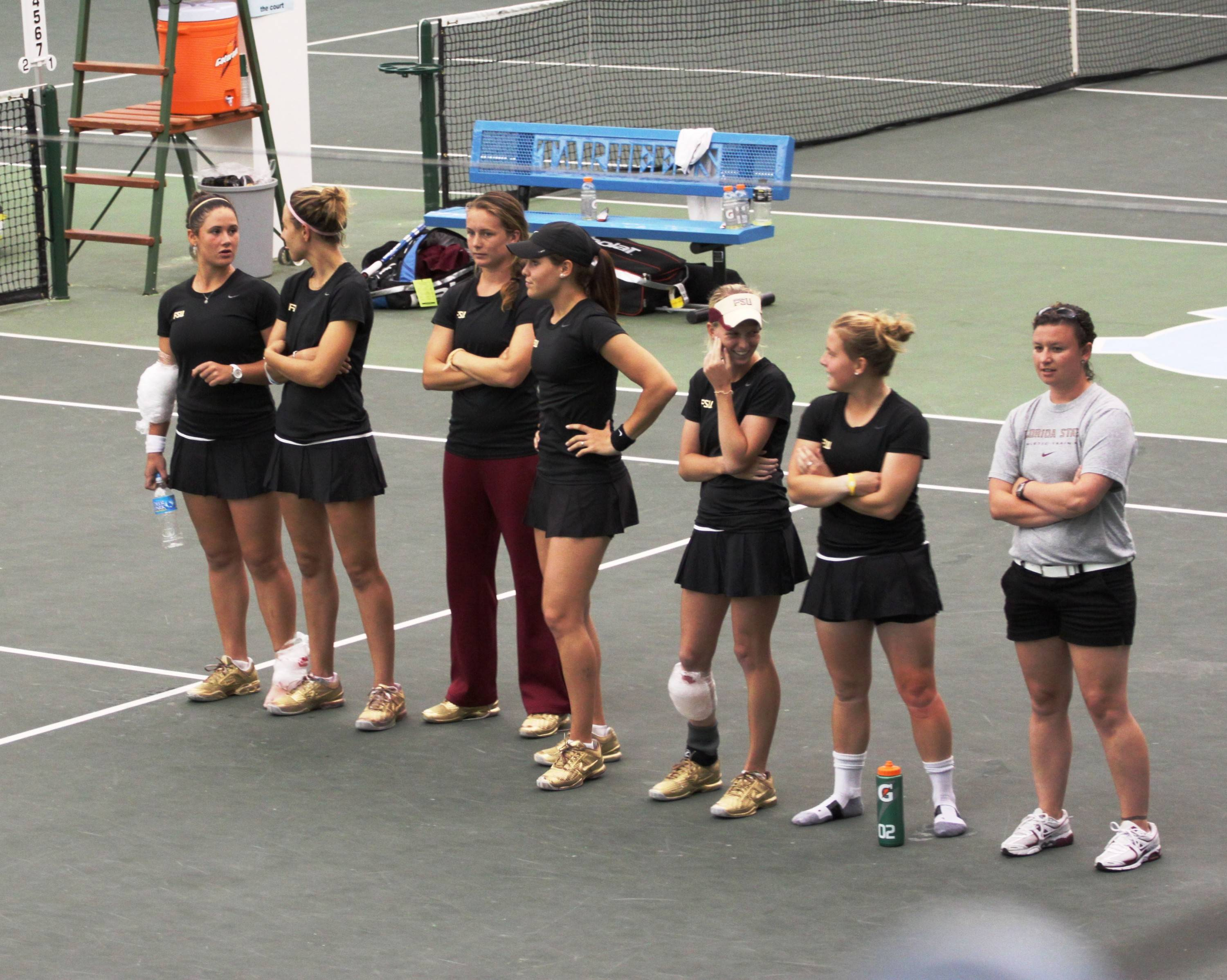 Team watches the final match on court four.