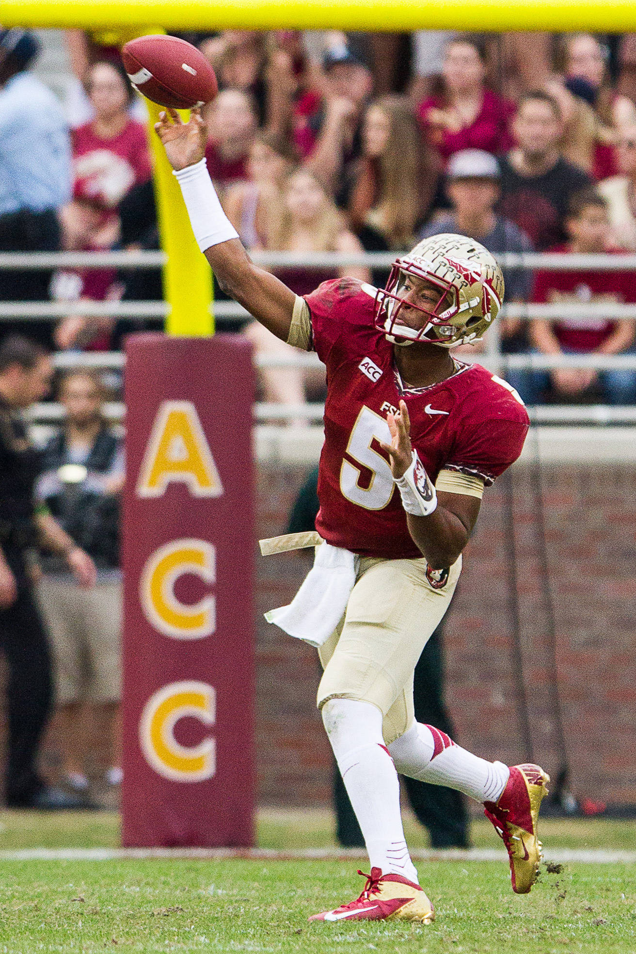 Jameis Winston (5) throws deep during FSU Football's 80-14 victory over Idaho in Tallahassee, Fla on Saturday, November 23, 2013. Photos by Mike Schwarz.