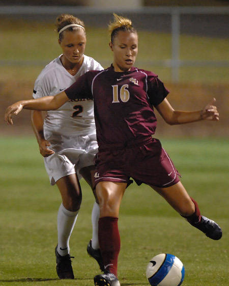 Holly Peltzer led the Seminoles Thursday night with two shots.