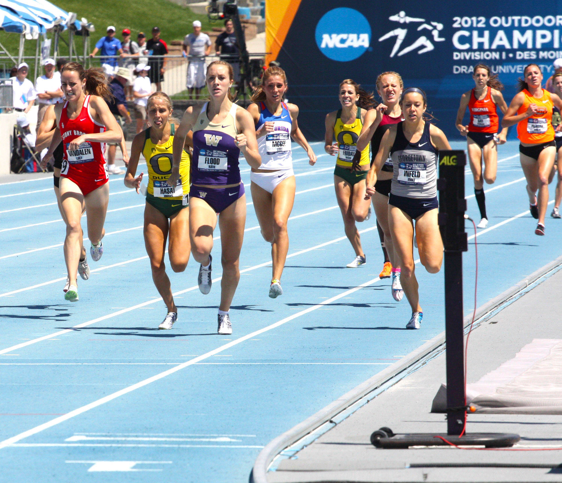 Amanda Winslow battles in a mad dash to the finish of the 1500