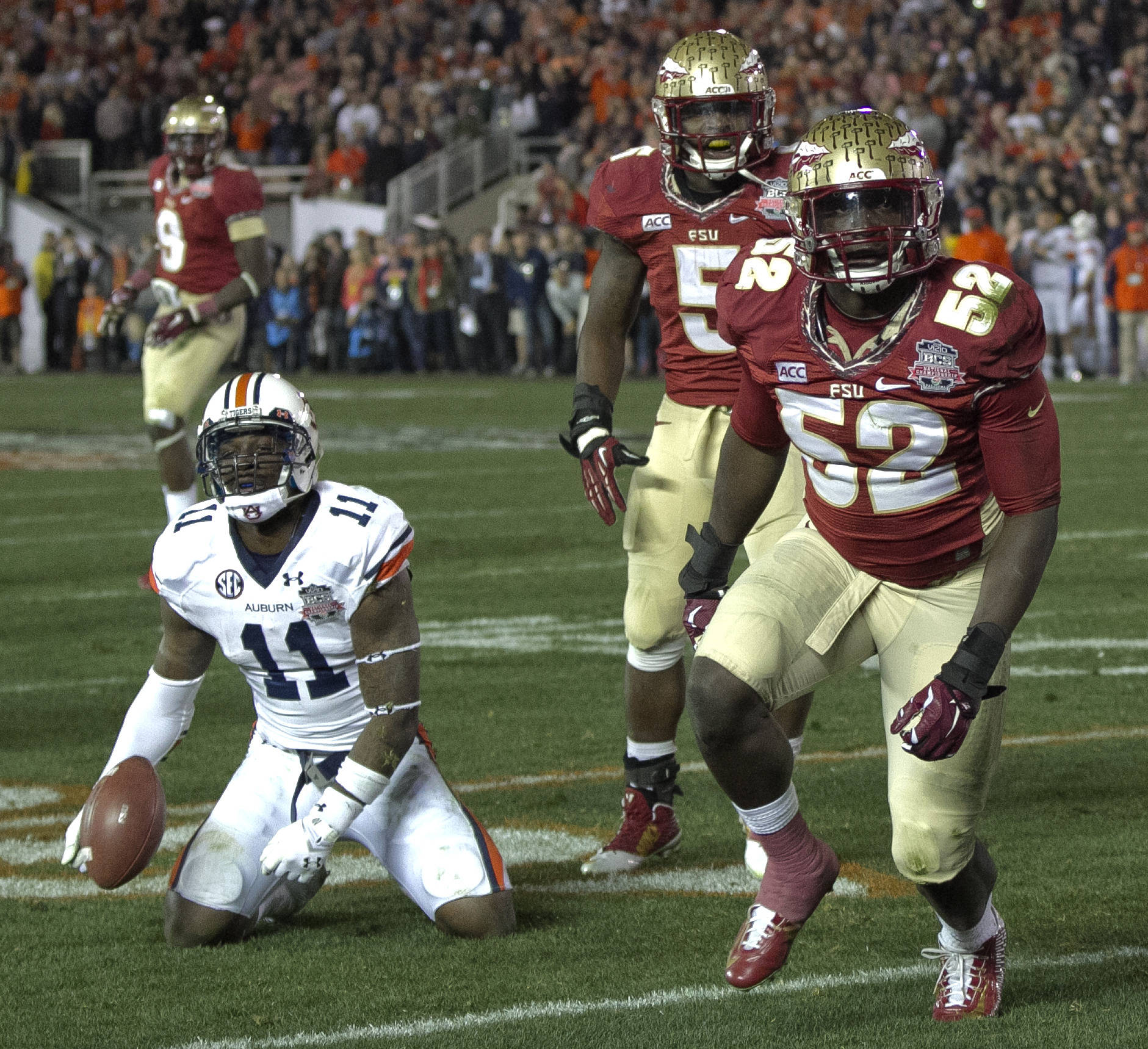 Ukeme Eligwe (52) with a stop on the second to last play, BCS Championship, FSU vs Auburn, Rose Bowl, Pasadena, CA,  1-06-14,  (Photo by Steve Musco)