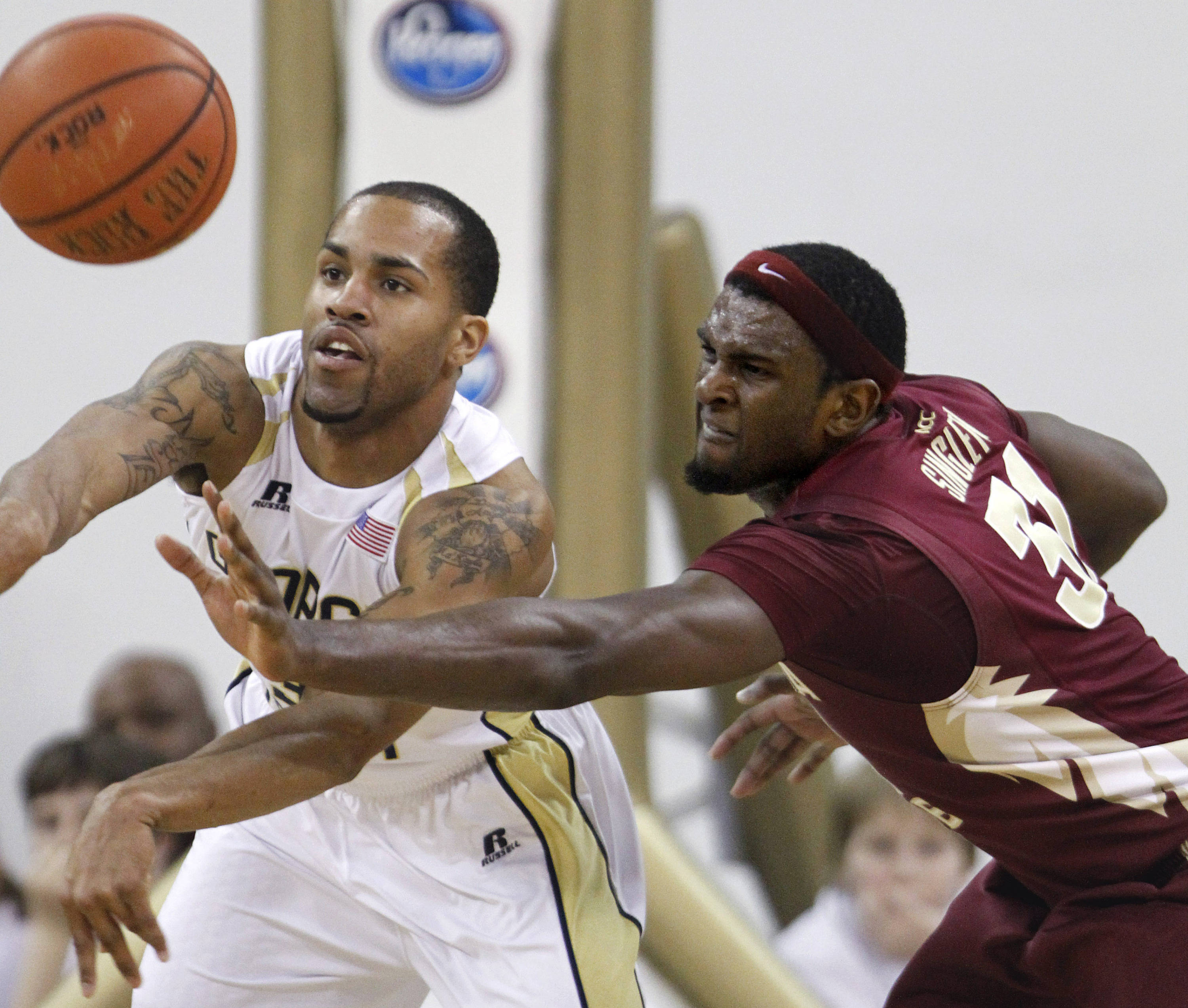 Georgia Tech's Maurice Miller, left, passes the ball away from Florida State forward Chris Singleton during the second half. (AP Photo/David Goldman)