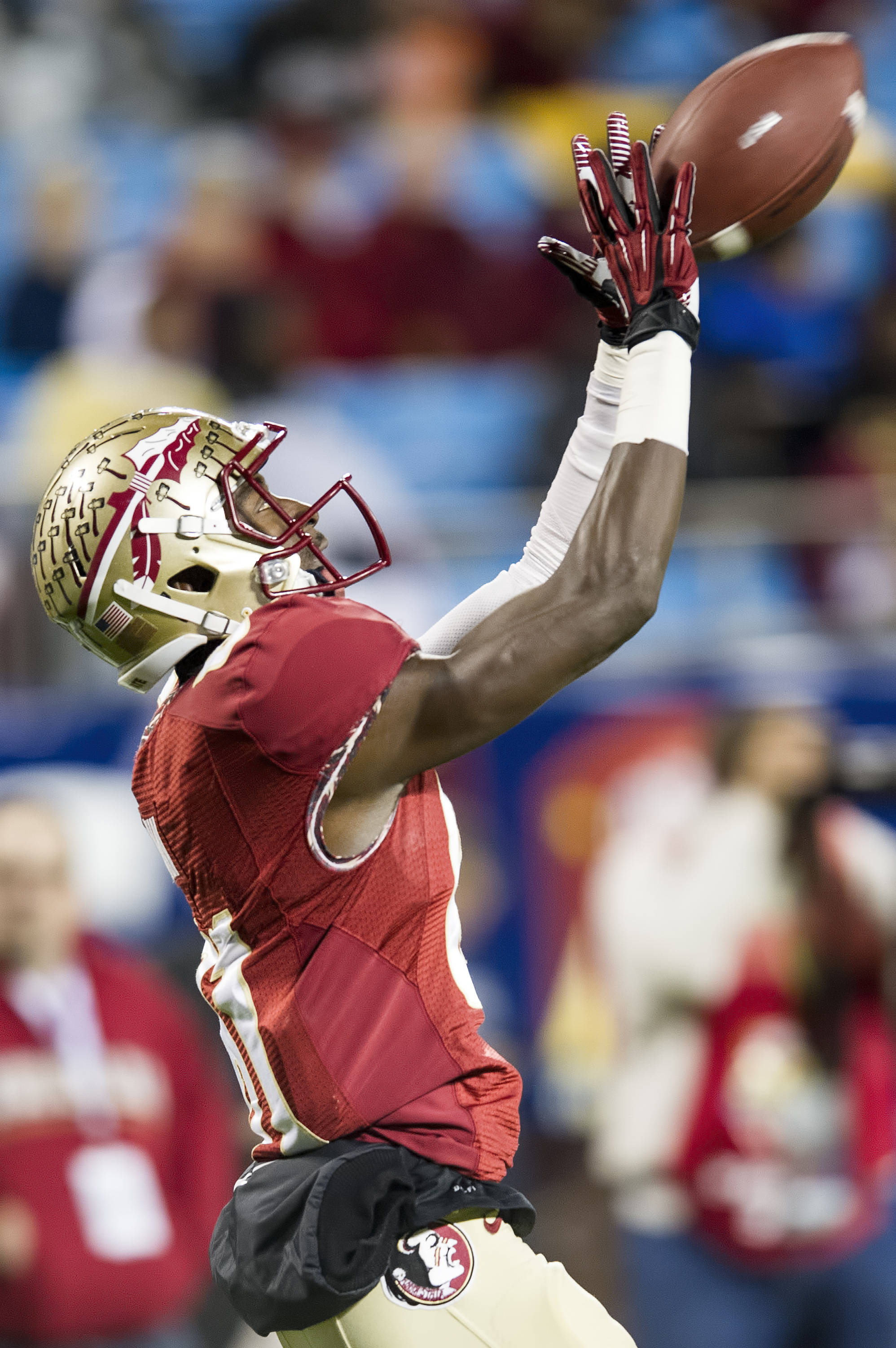 Kenny Shaw makes one of his four receptions of the night to keep an FSU drive alive