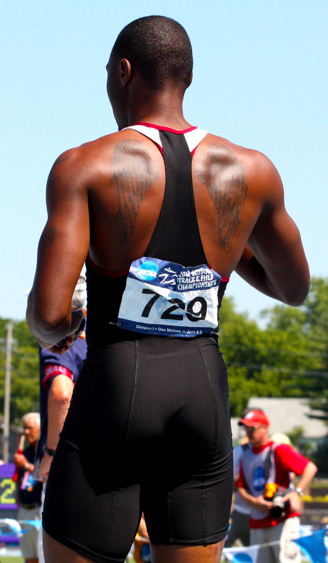 Horatio Williams and his wings prepare for the 4x100 NCAA relay final