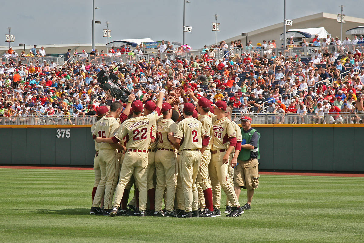 The Seminoles huddle in right field before the start of Sunday's CWS game against Stony Brook.