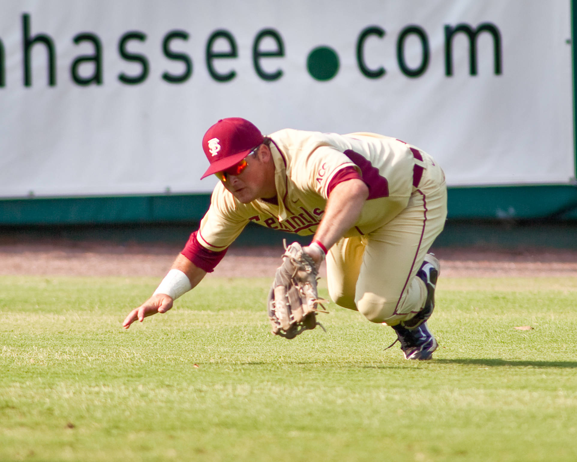 Stuart Tapley (27) makes an outstanding diving catch