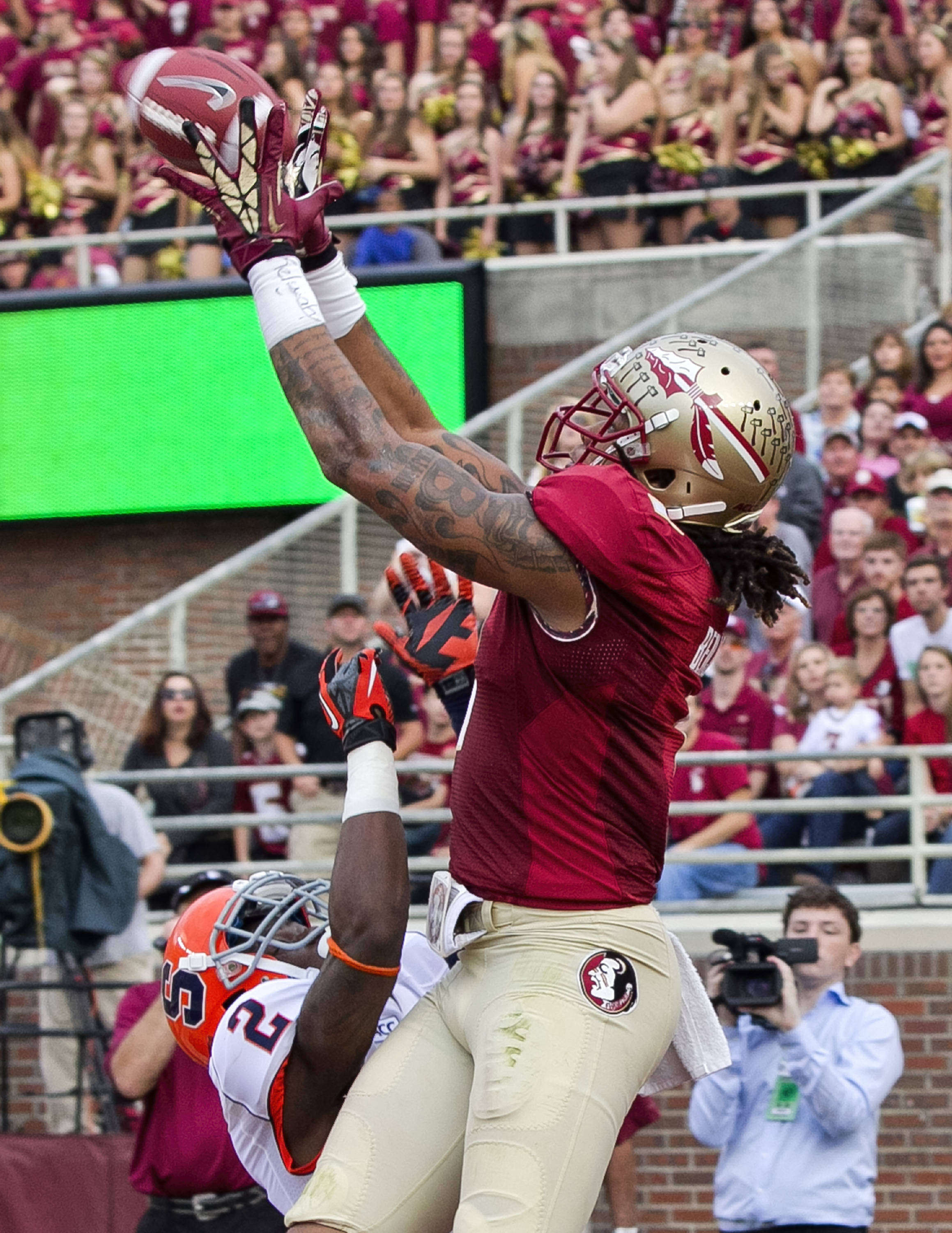 Kelvin Benjamin (1) with a touchdown catch, FSU vs Syracuse, 11-16-13, (Photo by Steve Musco)