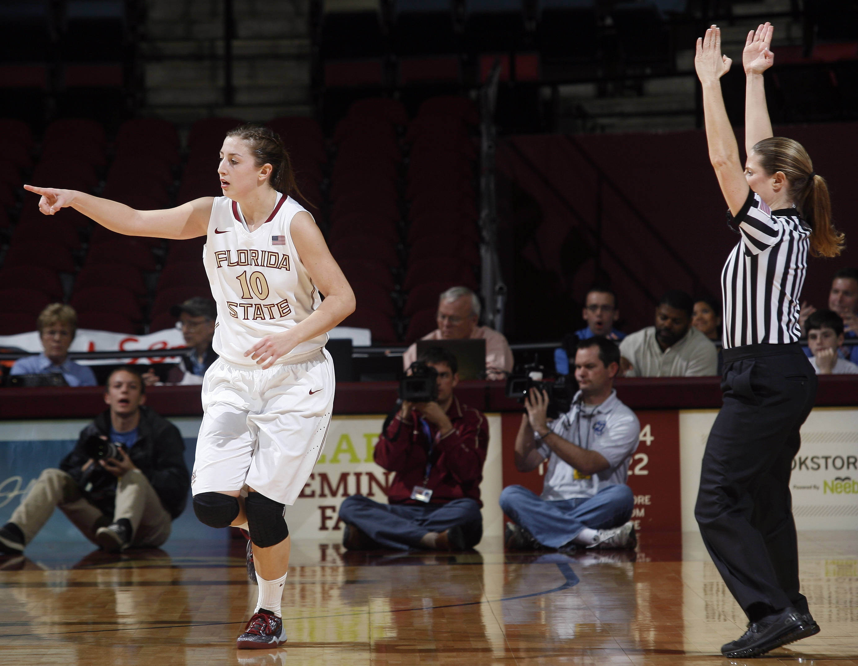 Florida State guard Leonor Rodriguez (10) reacts after hitting a three-point basket in the first half. (AP Photo/Phil Sears)