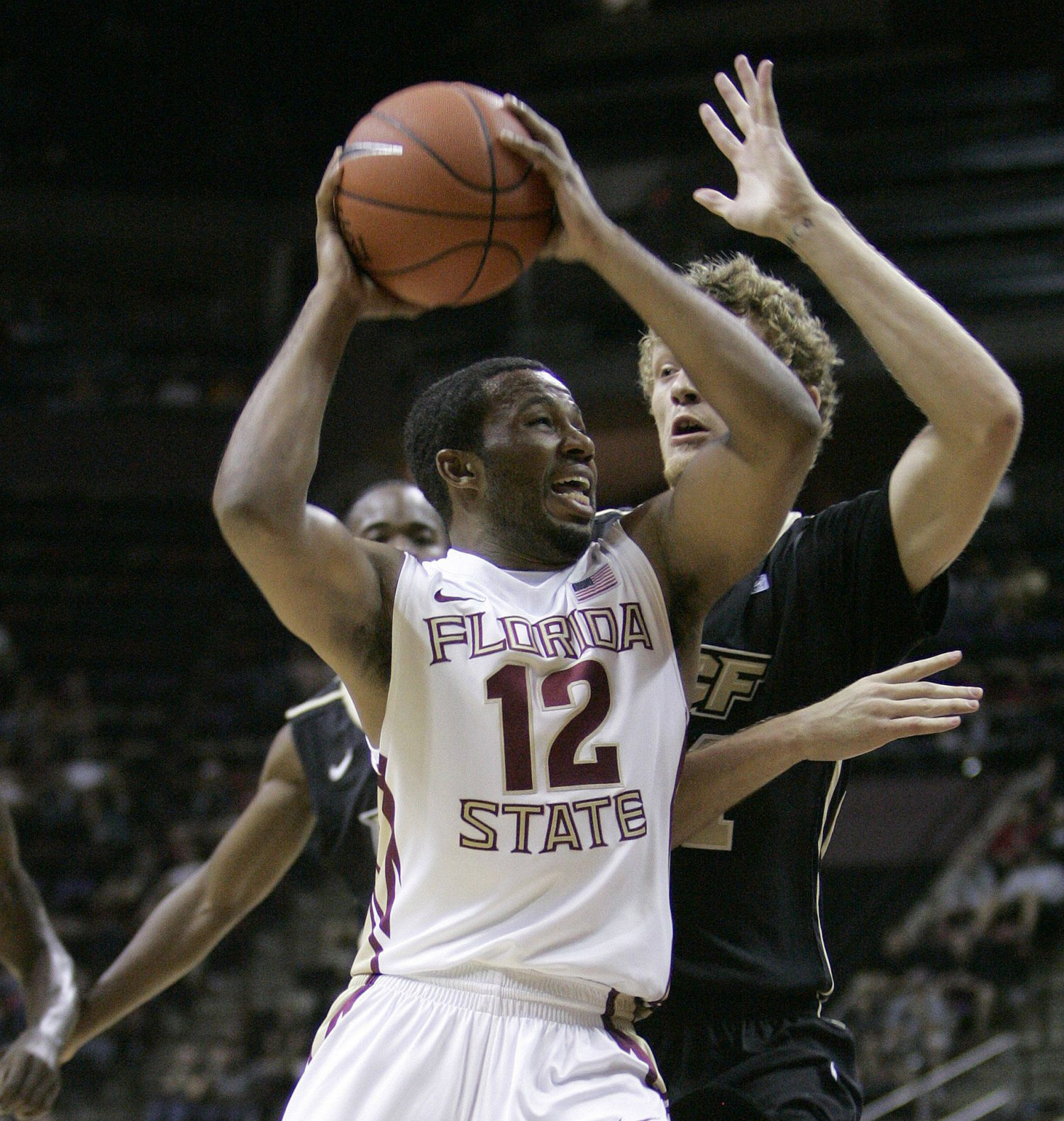 Florida State's Jeff Peterson works against the defense of Central Florida's P.J. Gaynor in the first half of an NCAA college basketball game which Florida State won 73-50 on Monday, Nov. 14, 2011, in Tallahassee, Fla.(AP Photo/Steve Cannon)