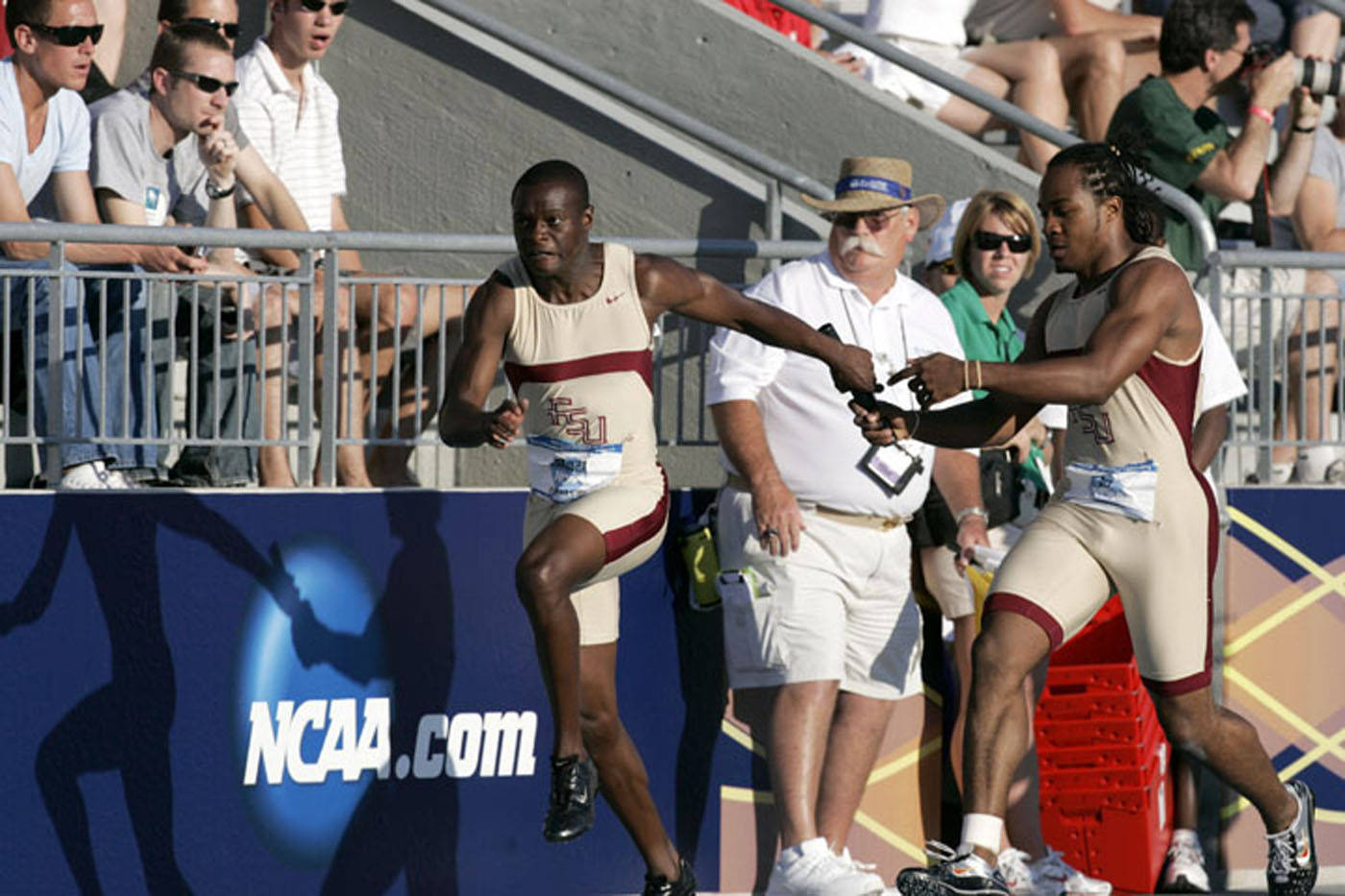 Ngoni Makusha and Walter Dix on the first exchange of the 4x100m relay.