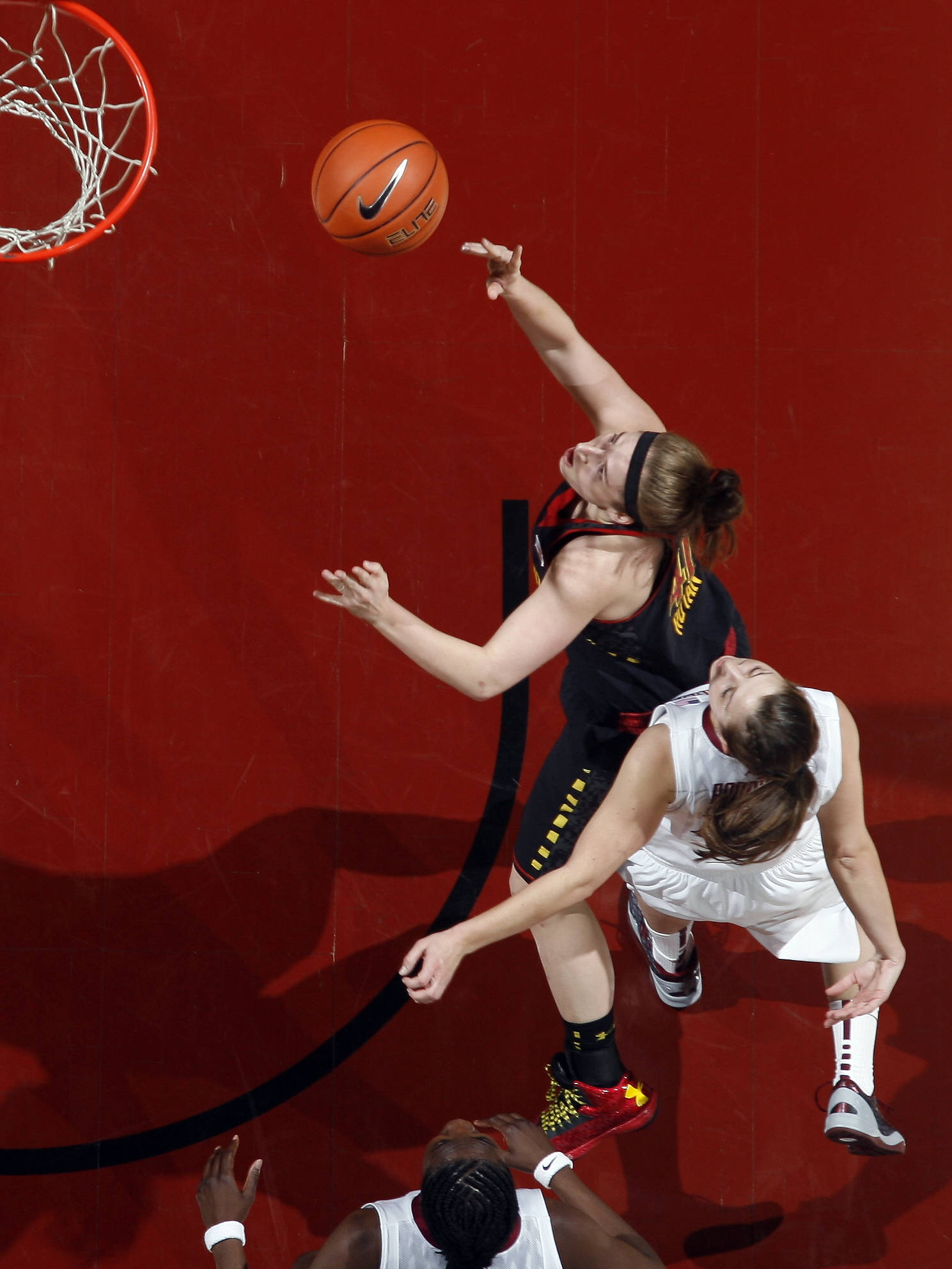 Maryland guard Katie Rutan (40) shoots a layup past Florida State guard Leonor Rodriguez (10) in the first half. (AP Photo/Phil Sears)