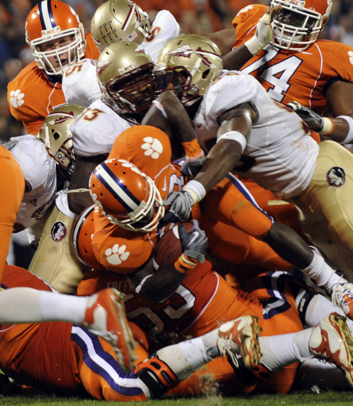 Clemson's C.J. Spiller (28) runs in for a two-point conversion against Florida State during the first half. (AP Photo/Richard Shiro)