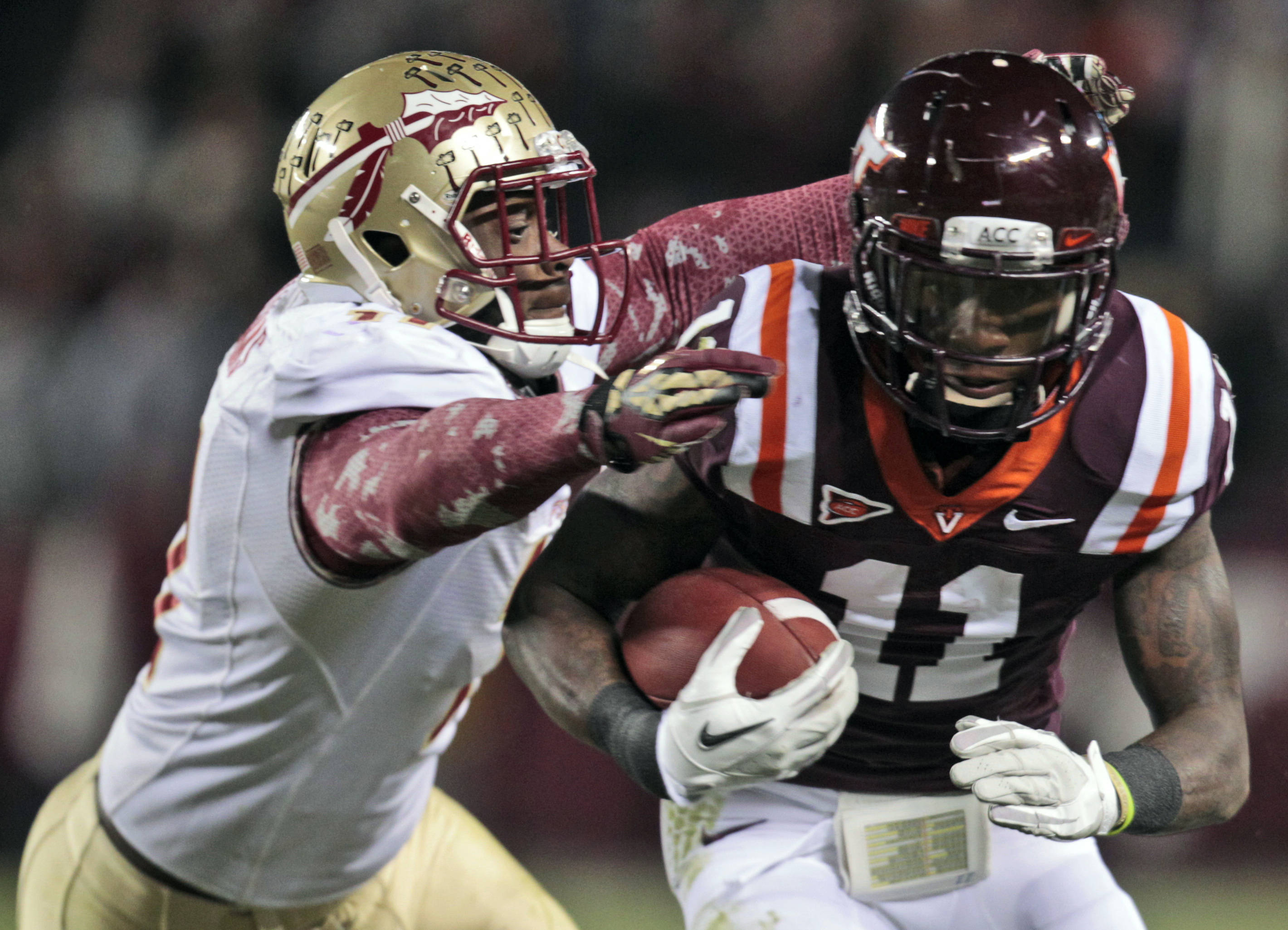 Florida State linebacker Vince Williams (11) closes in on Virginia Tech wide receiver Dyrell Roberts (11). (AP Photo/Steve Helber)