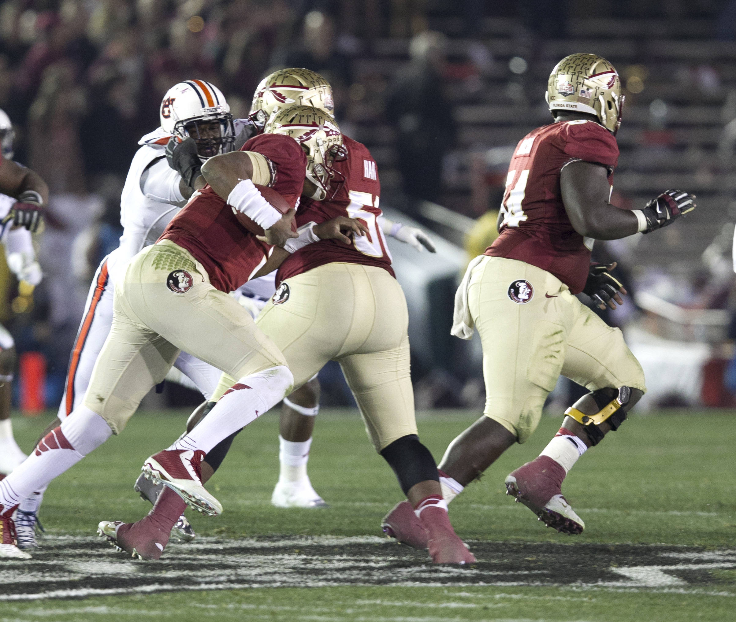 Jameis Winston (5) following his blockers, BCS Championship, FSU vs Auburn, Rose Bowl, Pasadena, CA,  1-06-14,  (Photo by Steve Musco)