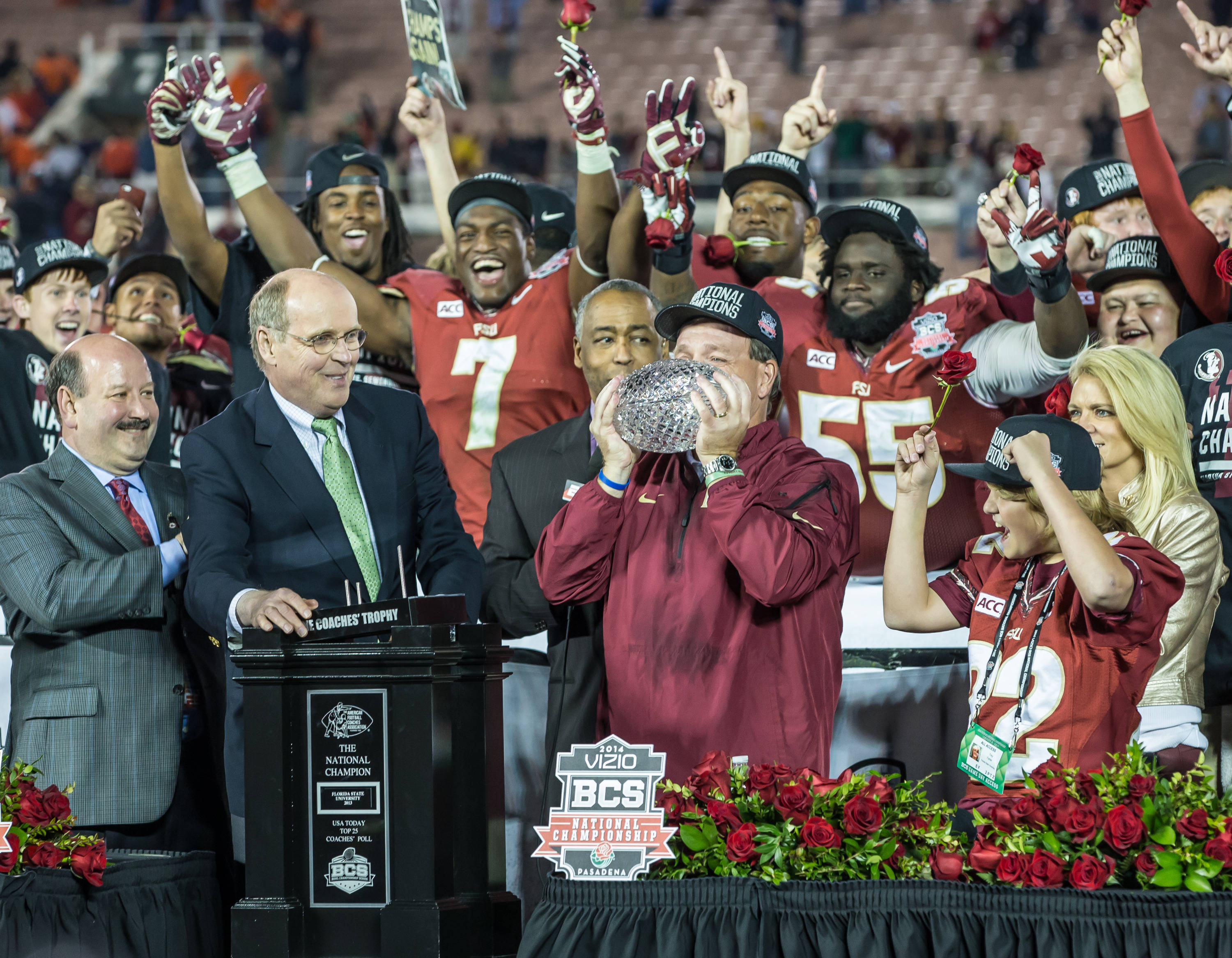 Jimbo Fisher kisses the Coaches's Trophy and winning the National Championship.