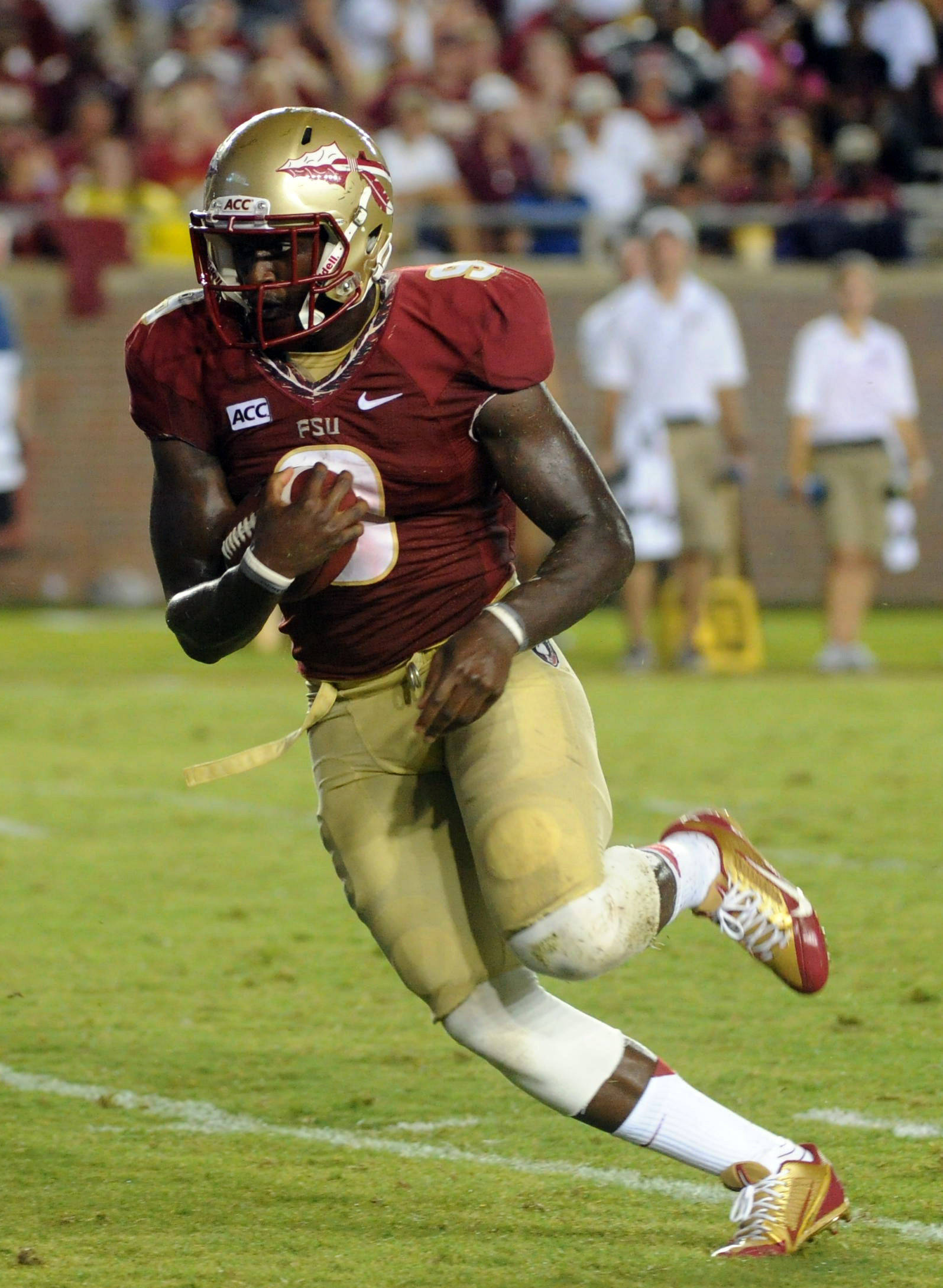 Florida State Seminoles running back Karlos Williams (9) runs the ball during the second half of the game against the Bethune-Cookman Wildcats. (Melina Vastola-USA TODAY Sports)