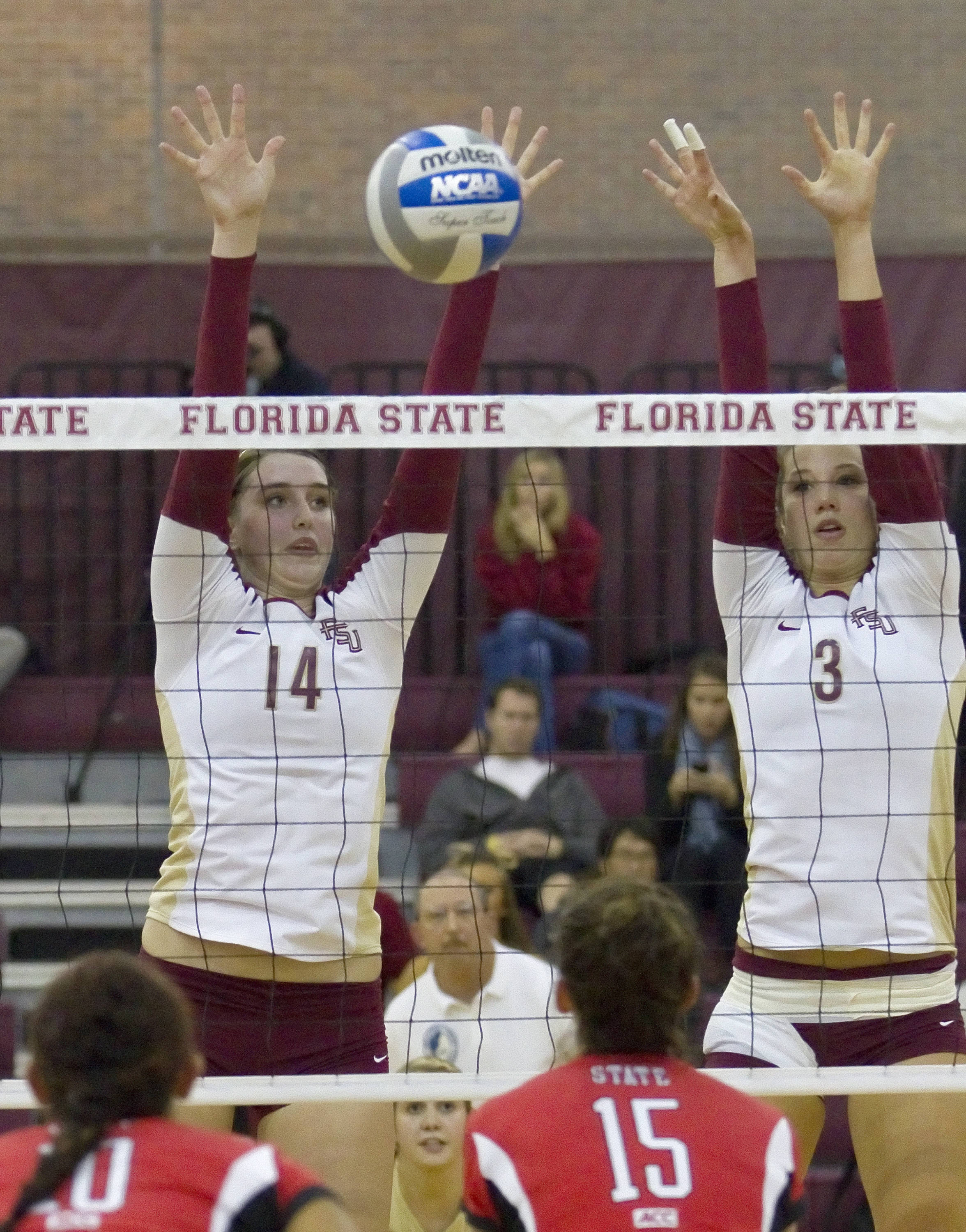 Ashley Neff (14), Jekaterina Stepanova (3), FSU vsNC State 11/04/2011