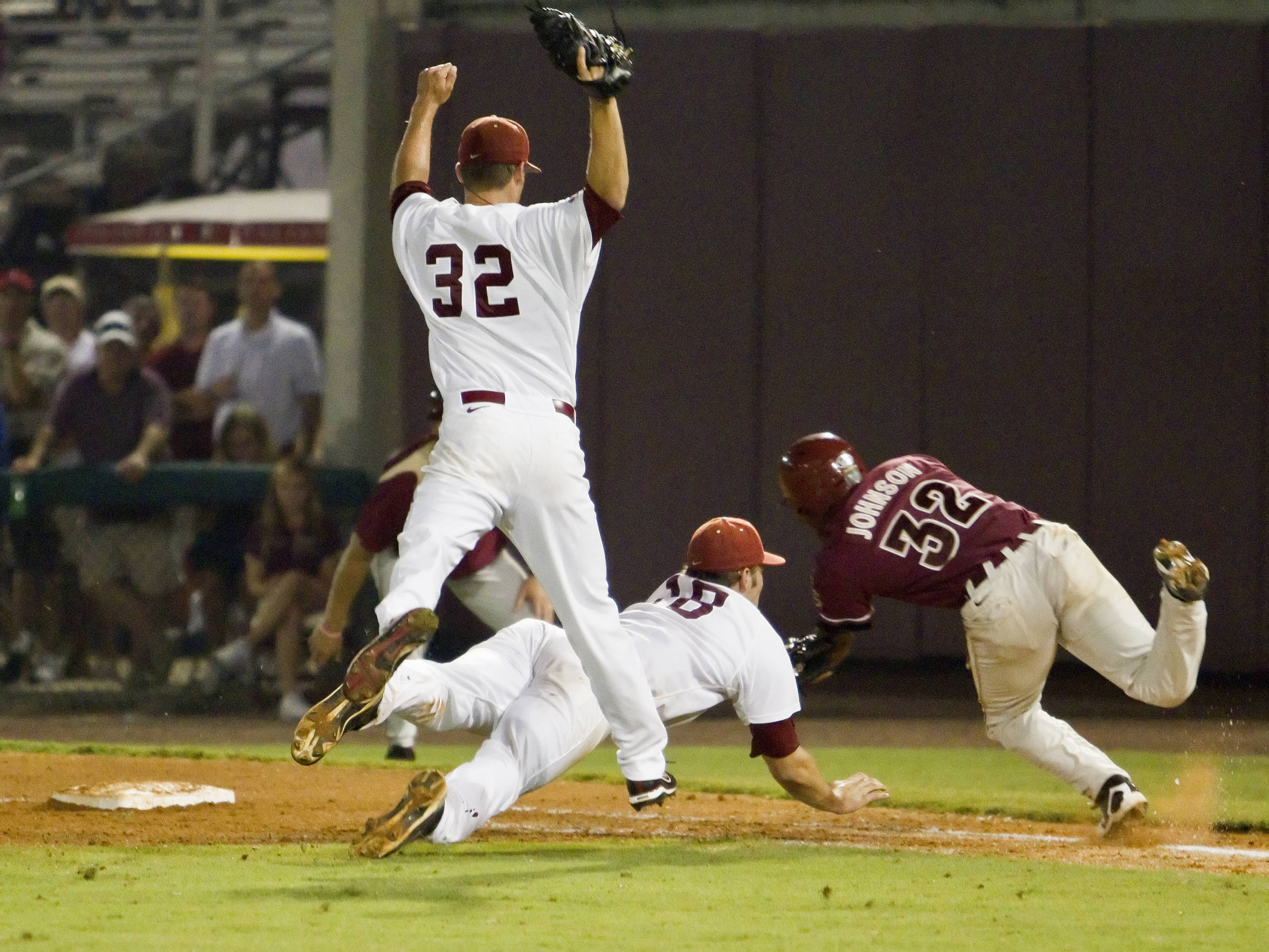 Third baseman Sherman Johnson's (32) diving attempt to avoid a tag