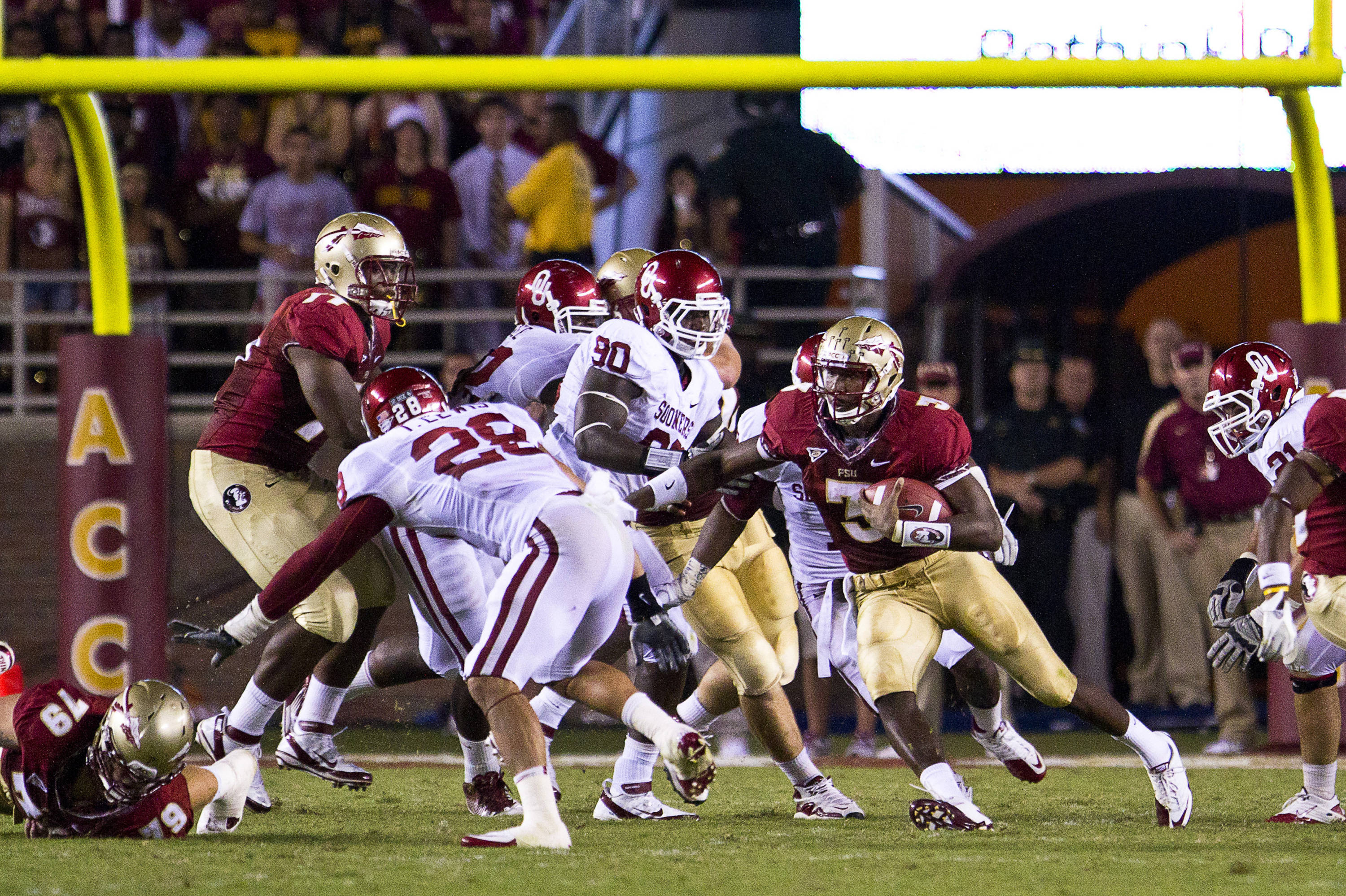 EJ Manuel (3) runs the ball during the game against Oklahoma on September 17, 2011.