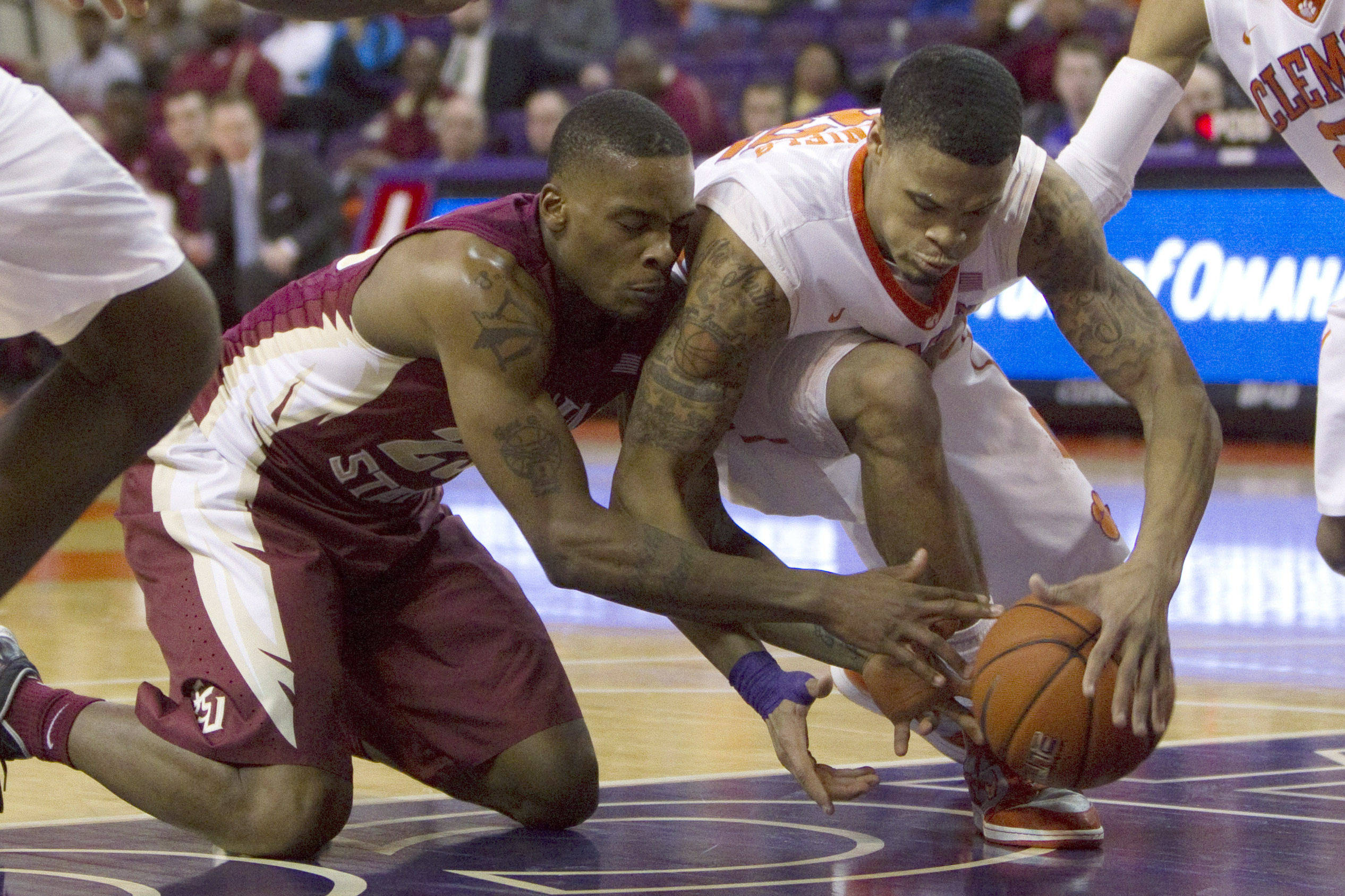 Jan 9, 2014; Clemson, SC, USA; Florida State Seminoles guard Aaron Thomas (left) and Clemson Tigers forward K.J. McDaniels (right) battle for control of the ball during the first half at J.C. Littlejohn Coliseum. Mandatory Credit: Joshua S. Kelly-USA TODAY Sports