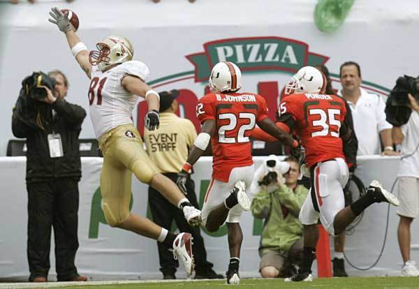 Florida State tight end Caz Piurowski, left, is unable to catch a pass as Miami's Bruce Johnson (22) and Lovon Ponder (35) defend