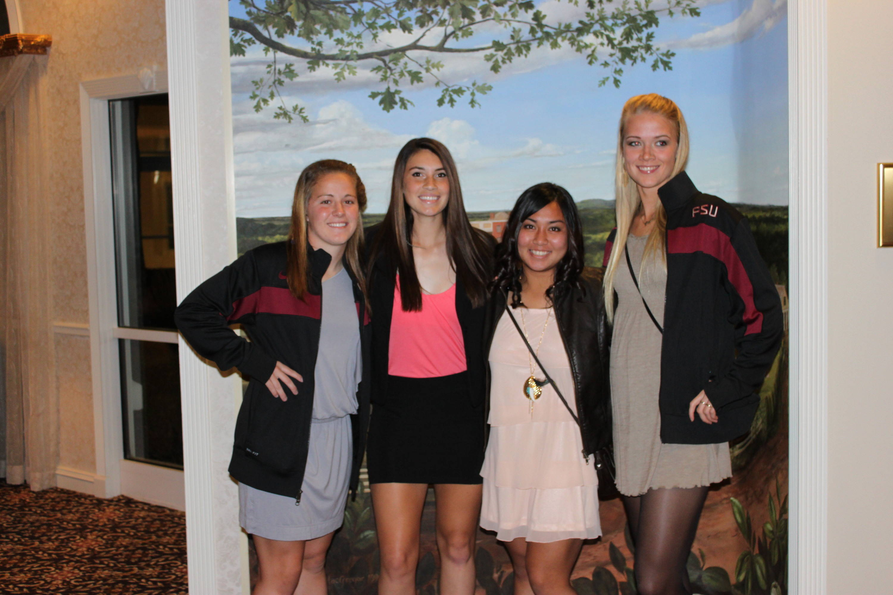CC Cobb, Tiana Brockway, Hikaru Murakami and Dagny Brynjarsdottir in the hotel in Kennesaw prior to the College Cup banquet