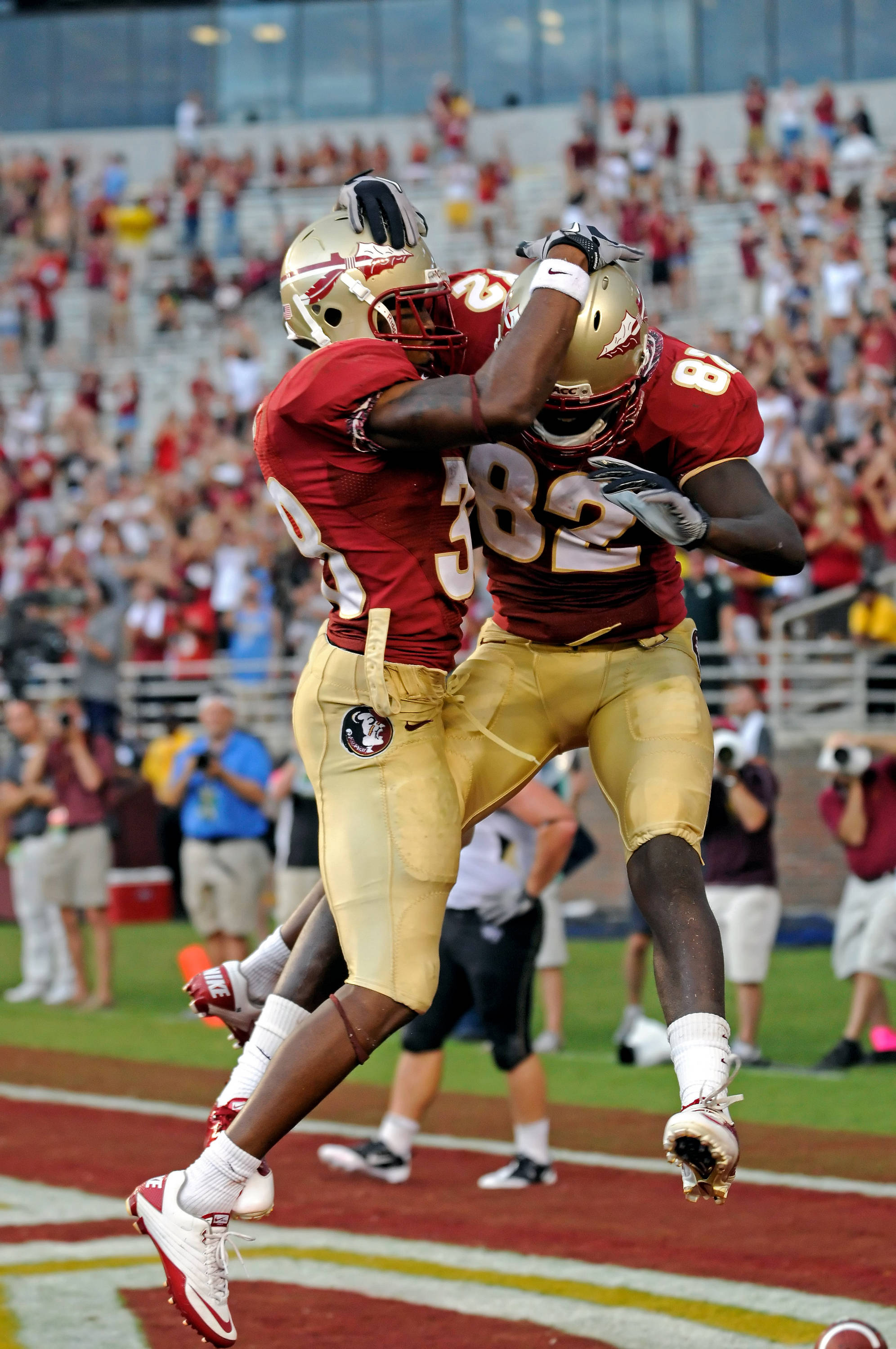 Willie Haulstead celebrates a touchdown catch with Jermaine Thomas.