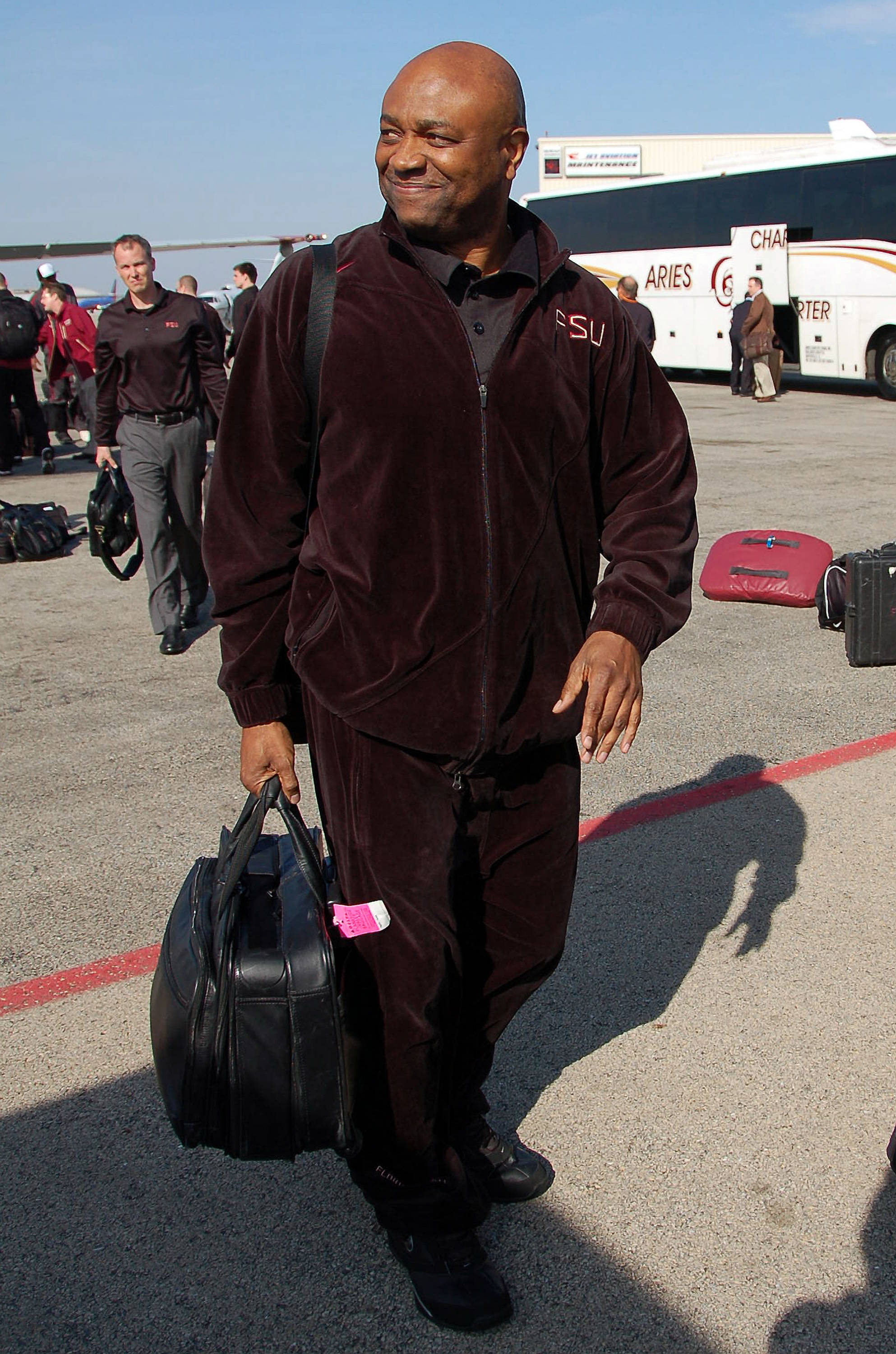 Leonard Hamilton walks to the bus in Chicago