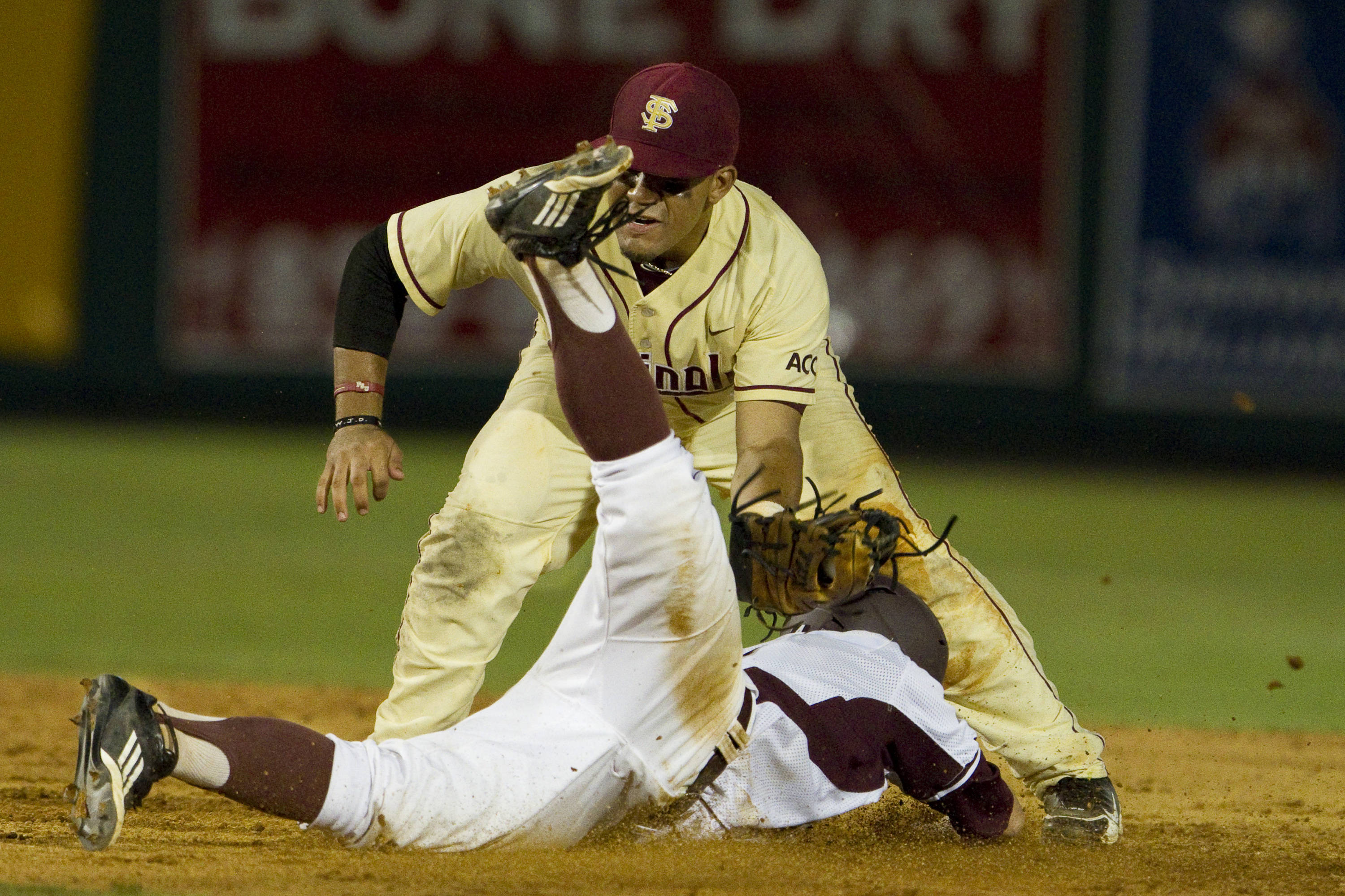 Devon Travis (8) attempts to tag out a runner at second.