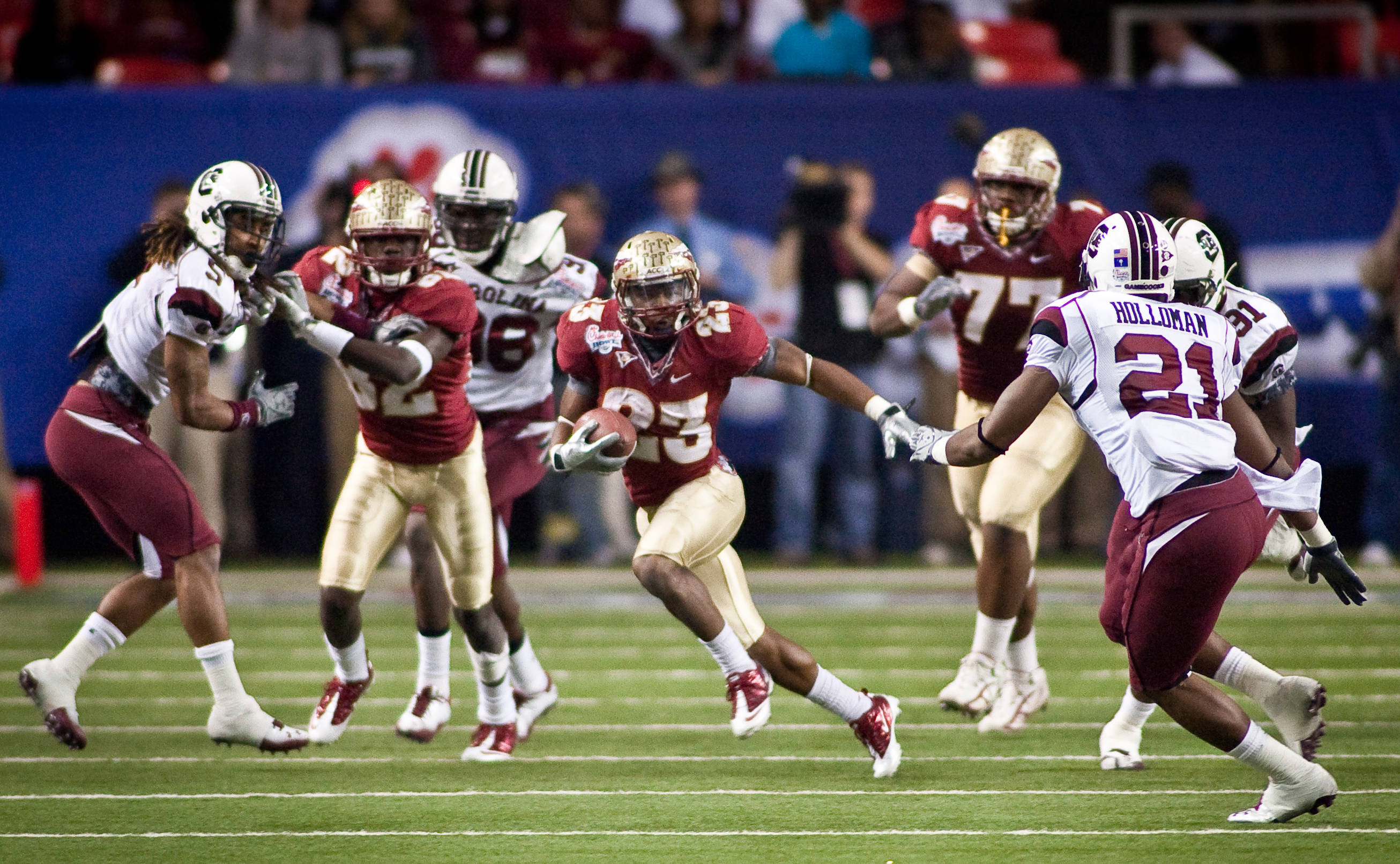 Chris Thompson (23) with a big run up the middle