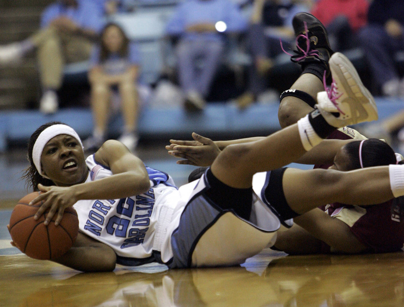 North Carolina's Cetera DeGraffenreid, left, and Florida State's Angel Gray scramble for a loose ball during the second half of a college basketball game in Chapel Hill, N.C., Sunday, Feb. 17, 2008. North Carolina won 97-77. (AP Photo/Gerry Broome)