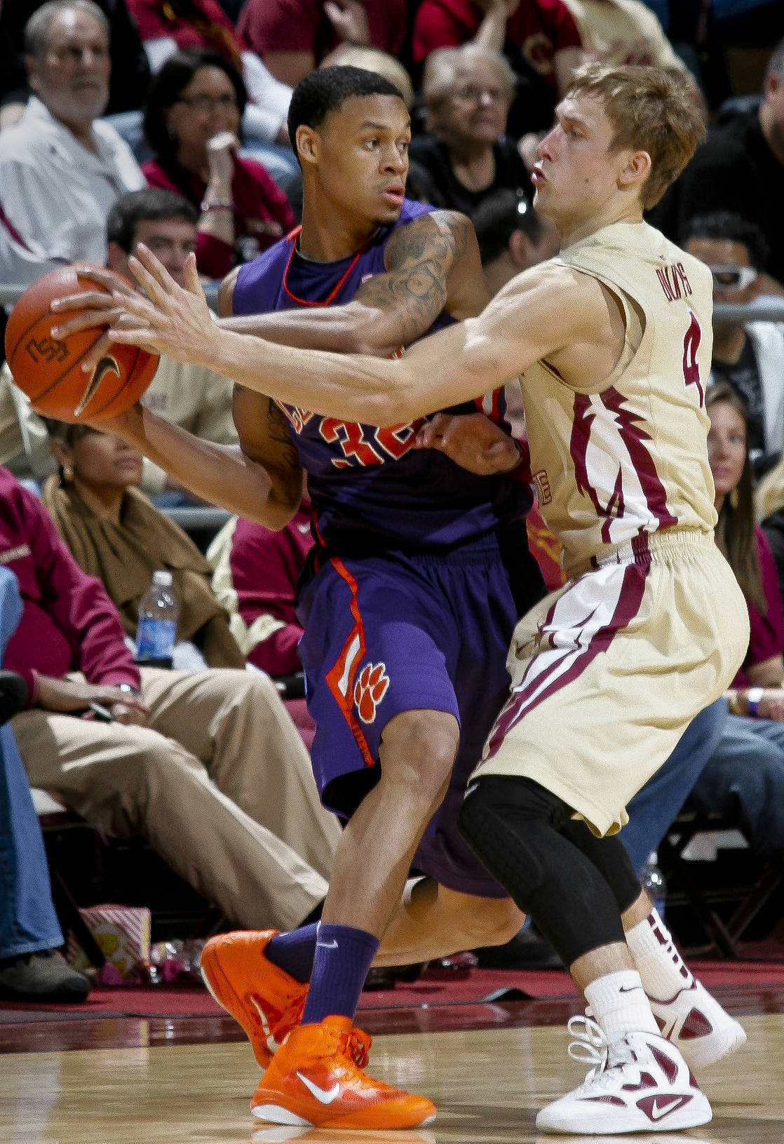 Clemson guard K.J. McDaniels (32) is pressured by Florida State's Deividas Dulkys (4) in the second half. (AP Photo/Phil Sears)