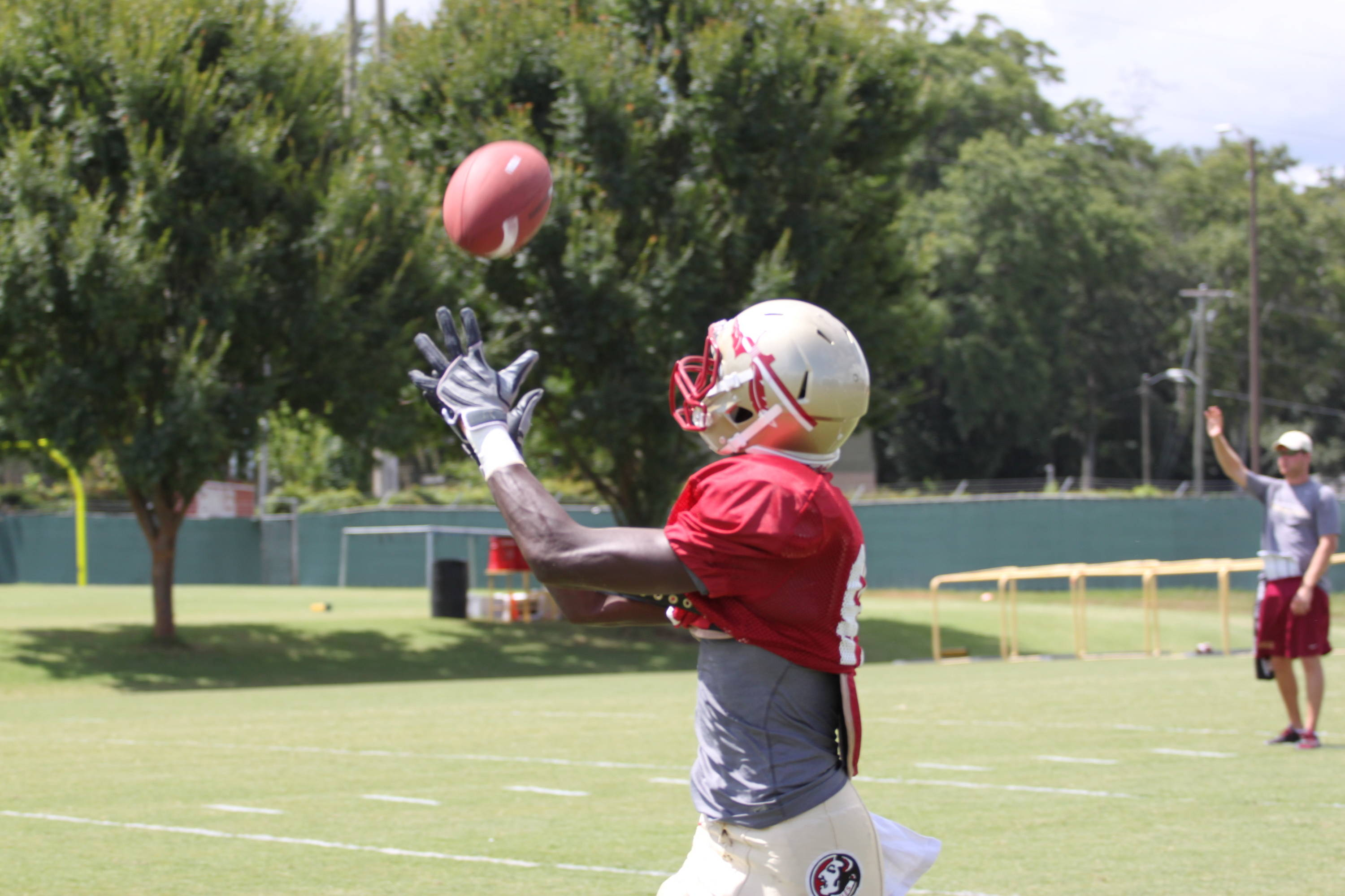 Rodney Smith (84) catches a pass