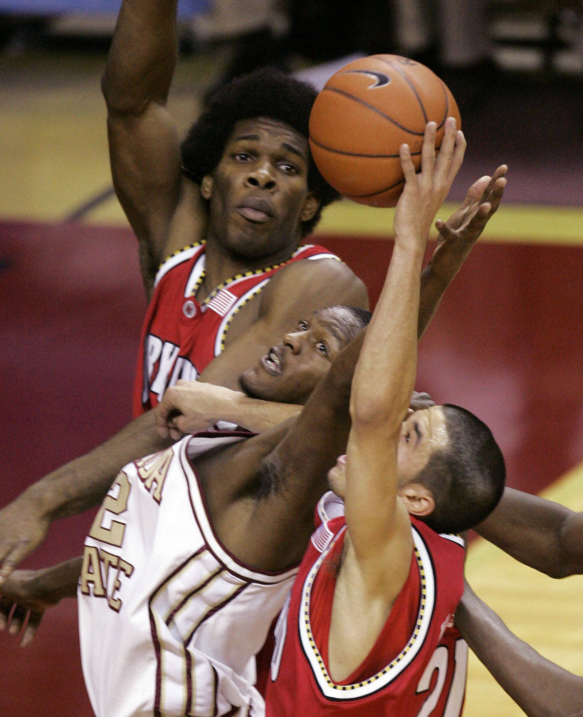 Florida State's Al Thornton, center, battles Maryland's Bambale Osby, top, and Greivis Vasquez, bottom, for a first-half rebound during a college basketball game, Tuesday, Jan. 30, 2007, in Tallahassee, Fla.(AP Photo/Phil Coale)