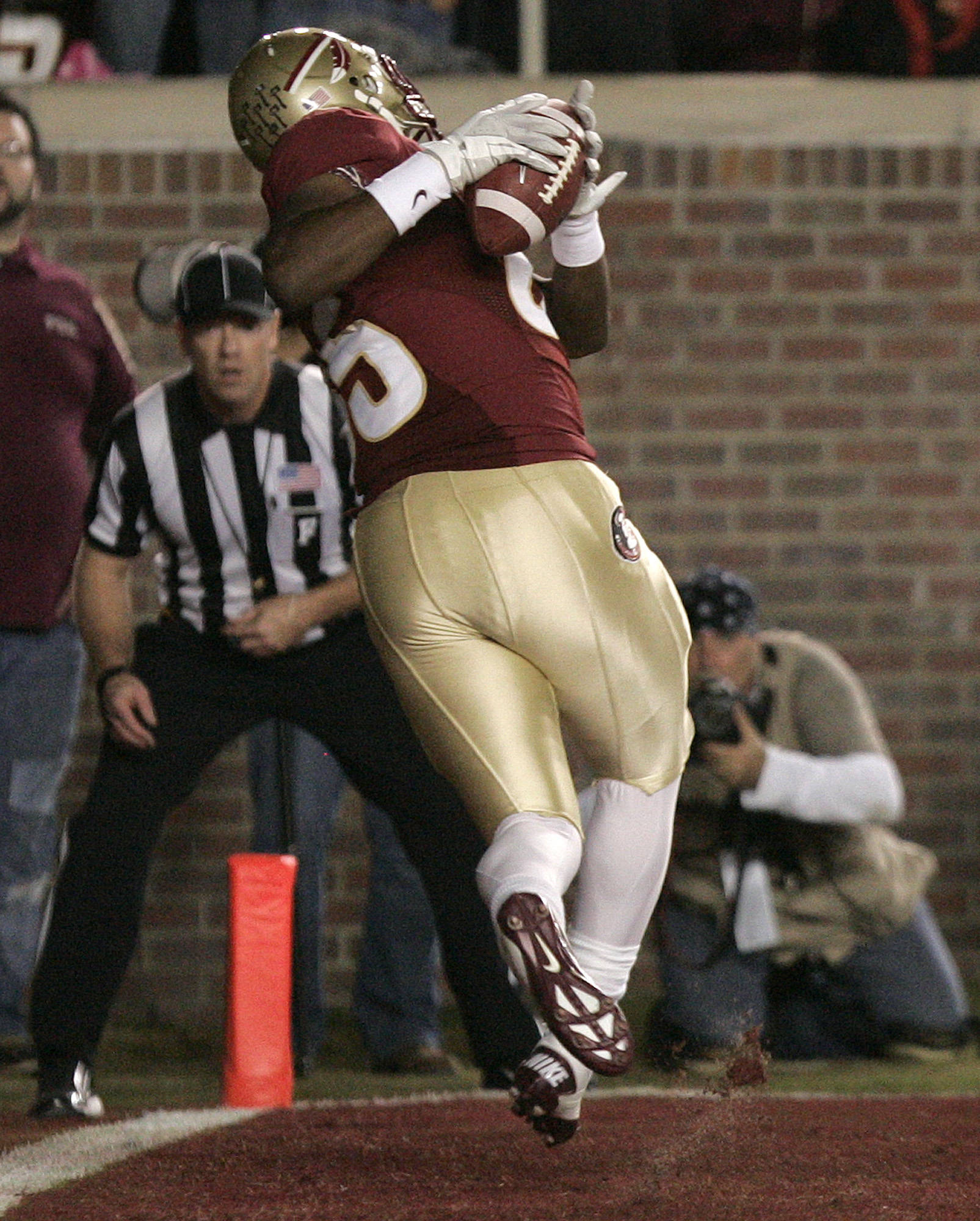 Florida State's JaBarris Little hangs on to an EJ Manuel pass to score against Virginia.(AP Photo/Steve Cannon)