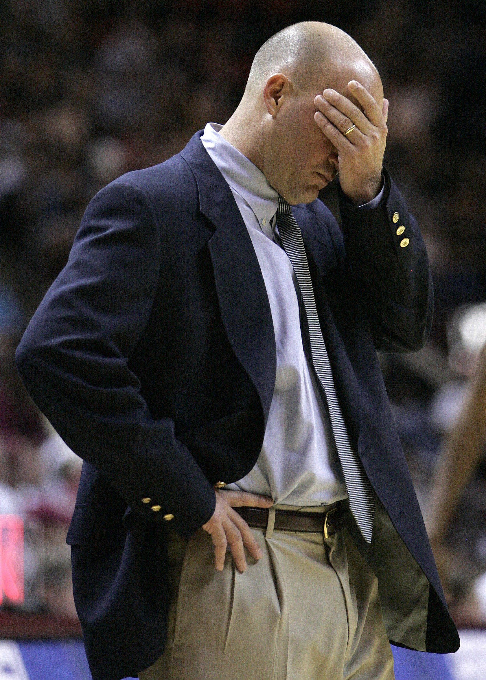 Stetson's head coach Casey Alexander reacts as his team falls behind Florida State by fifteen points in the first half. (AP Photo/Steve Cannon)