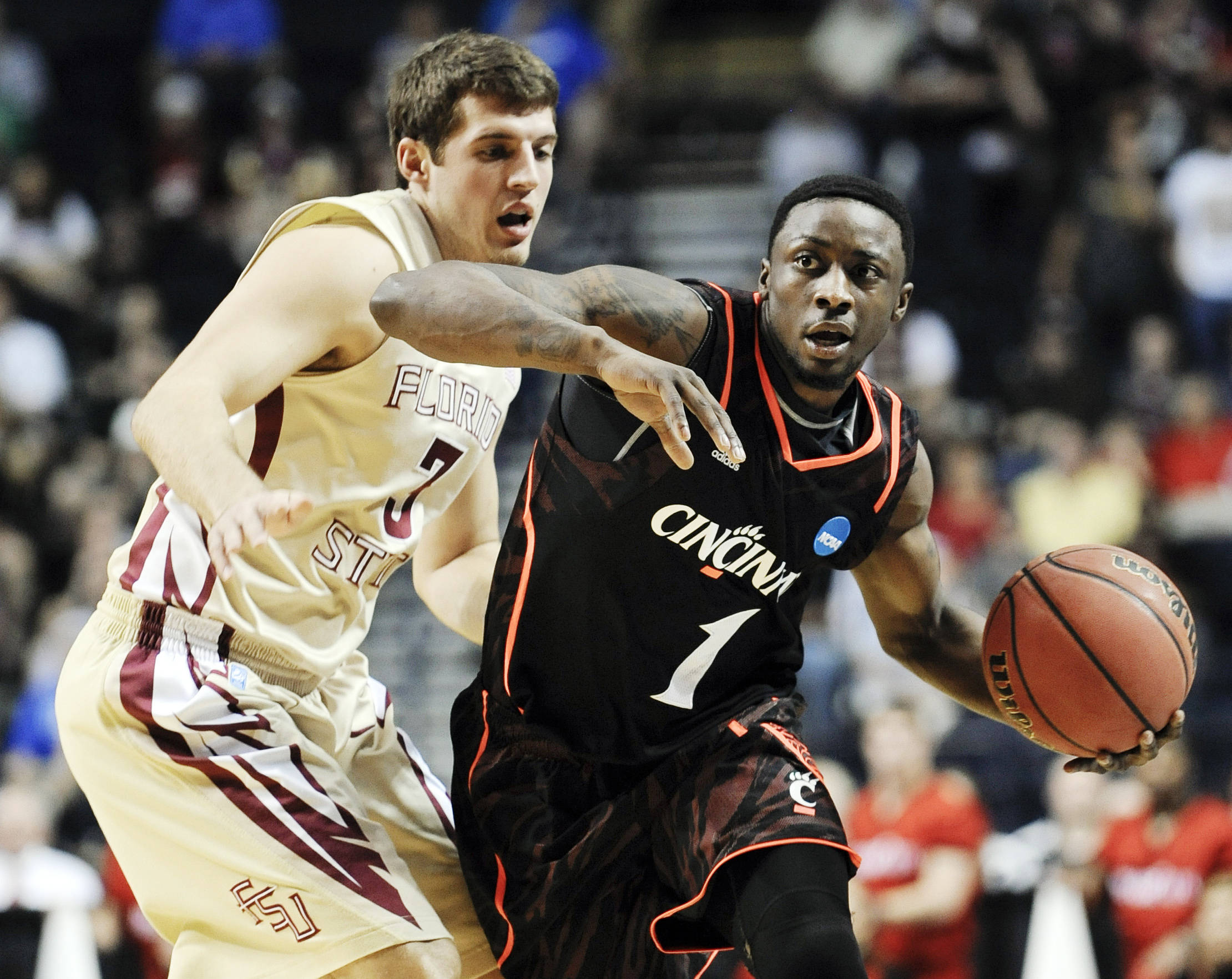 Cincinnati guard Cashmere Wright (1) drives against Florida State guard Luke Loucks (3). (AP Photo/Donn Jones)