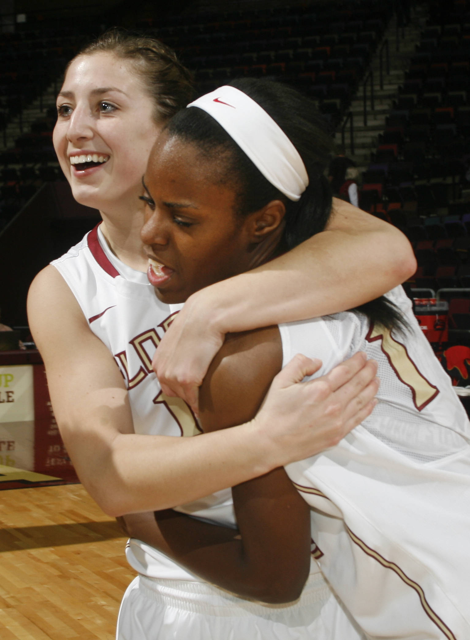 Florida State guards Leonor Rodriguez, left, and Morgan Toles (1) embrace. (AP Photo/Phil Sears)