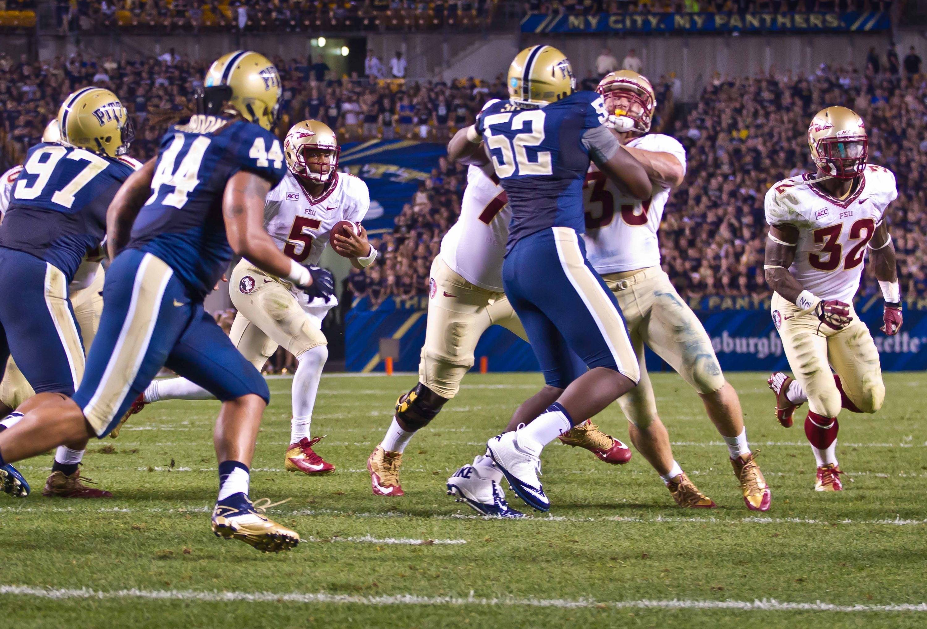 Jameis Winston (5) follows his blockers to score an FSU TD.