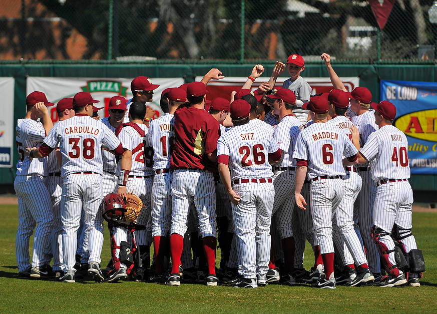 Florida State huddles before Saturday's game against Georgia State.