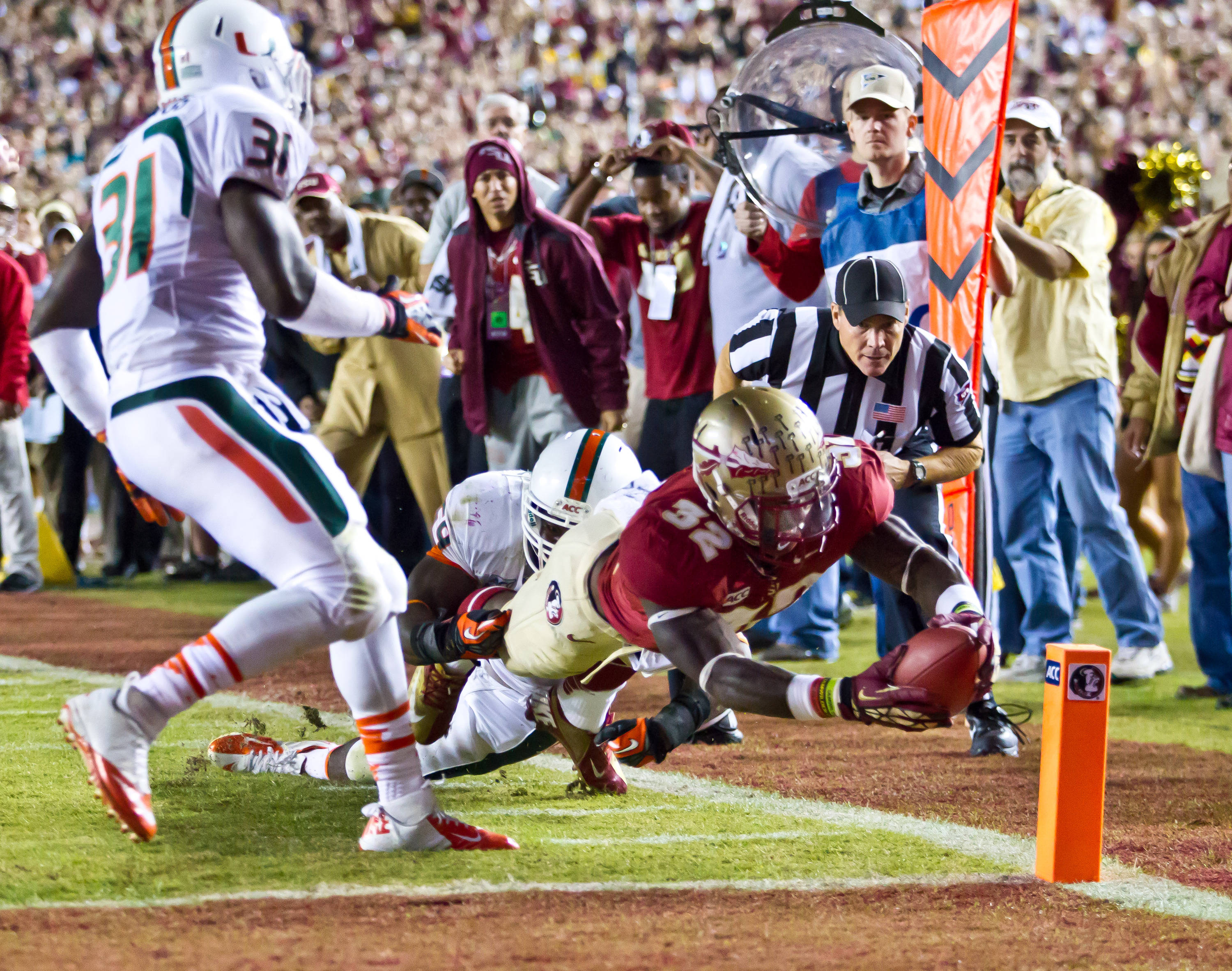 Jr. Wilder James (32) dives for a FSU score.