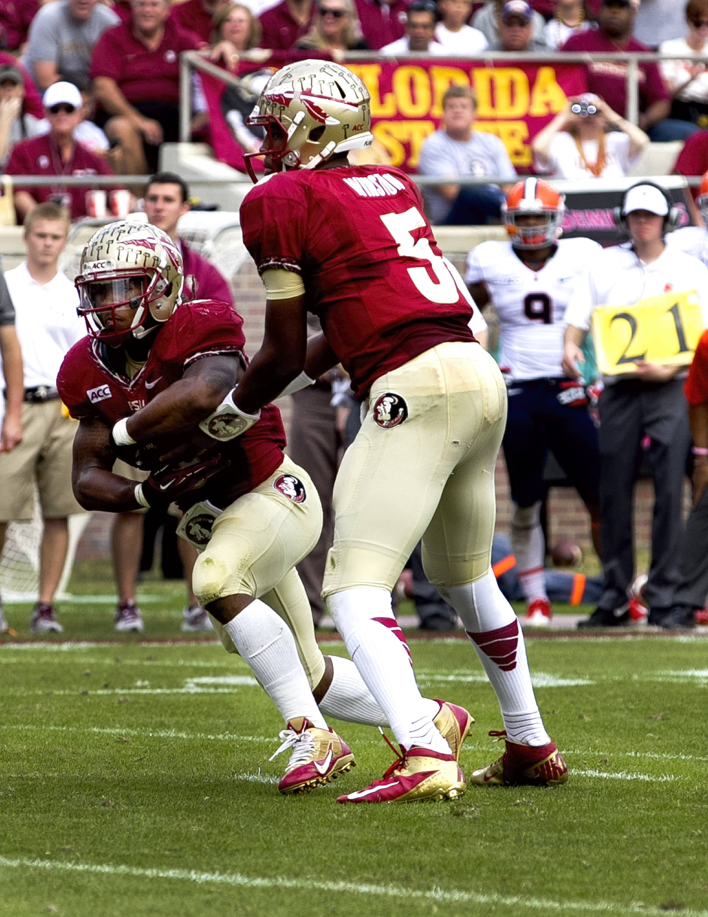 Devonta Freeman (8), Jameis Winston (5), FSU vs Syracuse, 11-16-13, (Photo by Steve Musco)