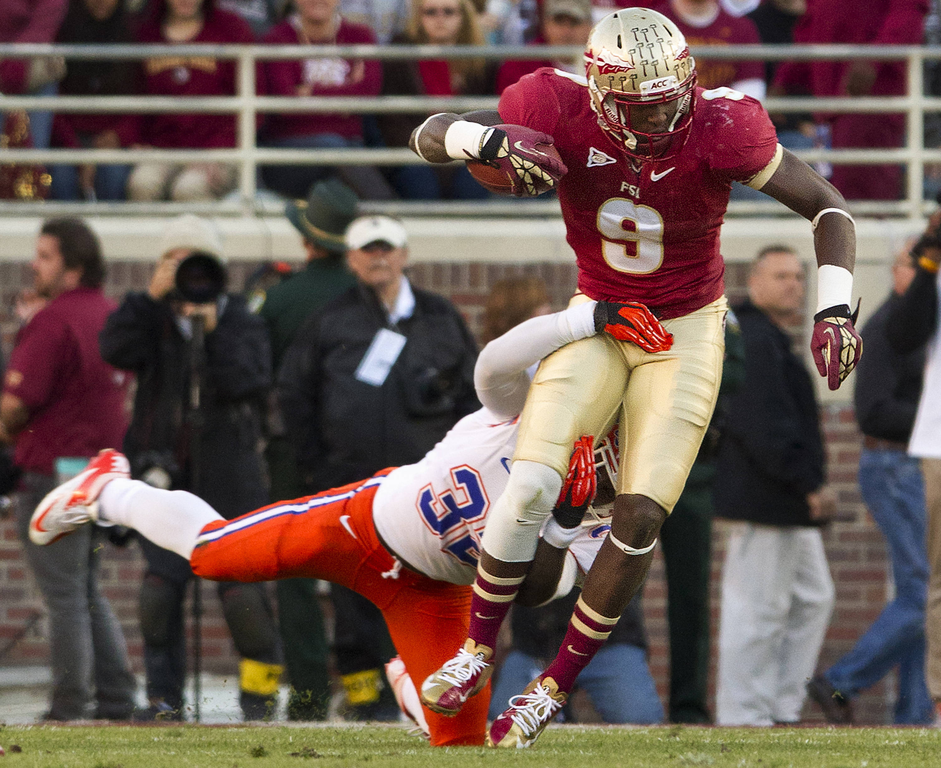 Karlos Williams (9) carries the ball during FSU Football's game against UF on Saturday, November 24, 2012 in Tallahassee, Fla.