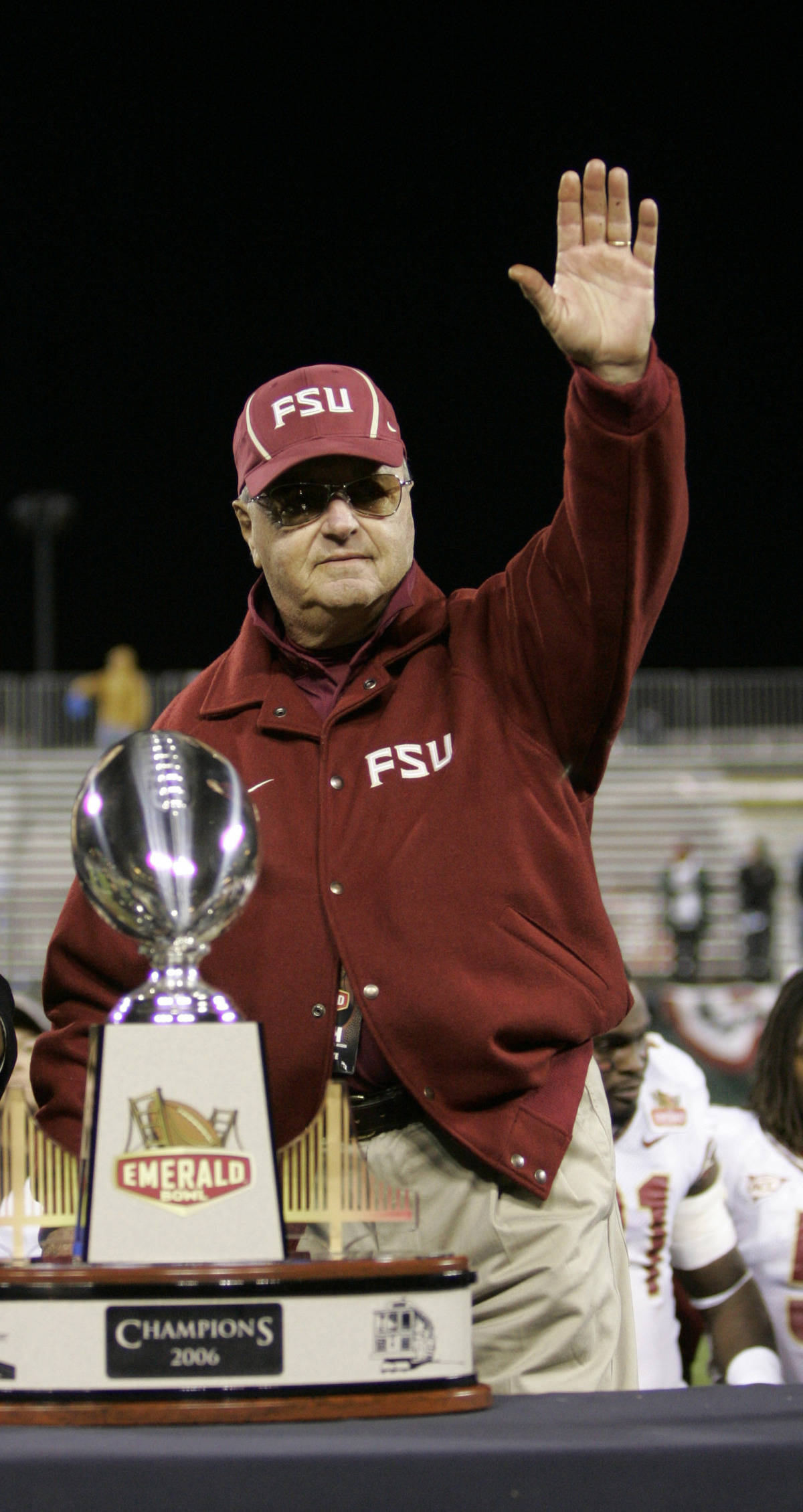 Head coach Bobby Bowden waves to the crowd as he receives the winner's trophy during the Emerald Bowl in San Francisco, Wednesday, Dec. 27, 2006. Florida State beat UCLA 44-27. (AP Photo/Marcio Jose Sanchez)